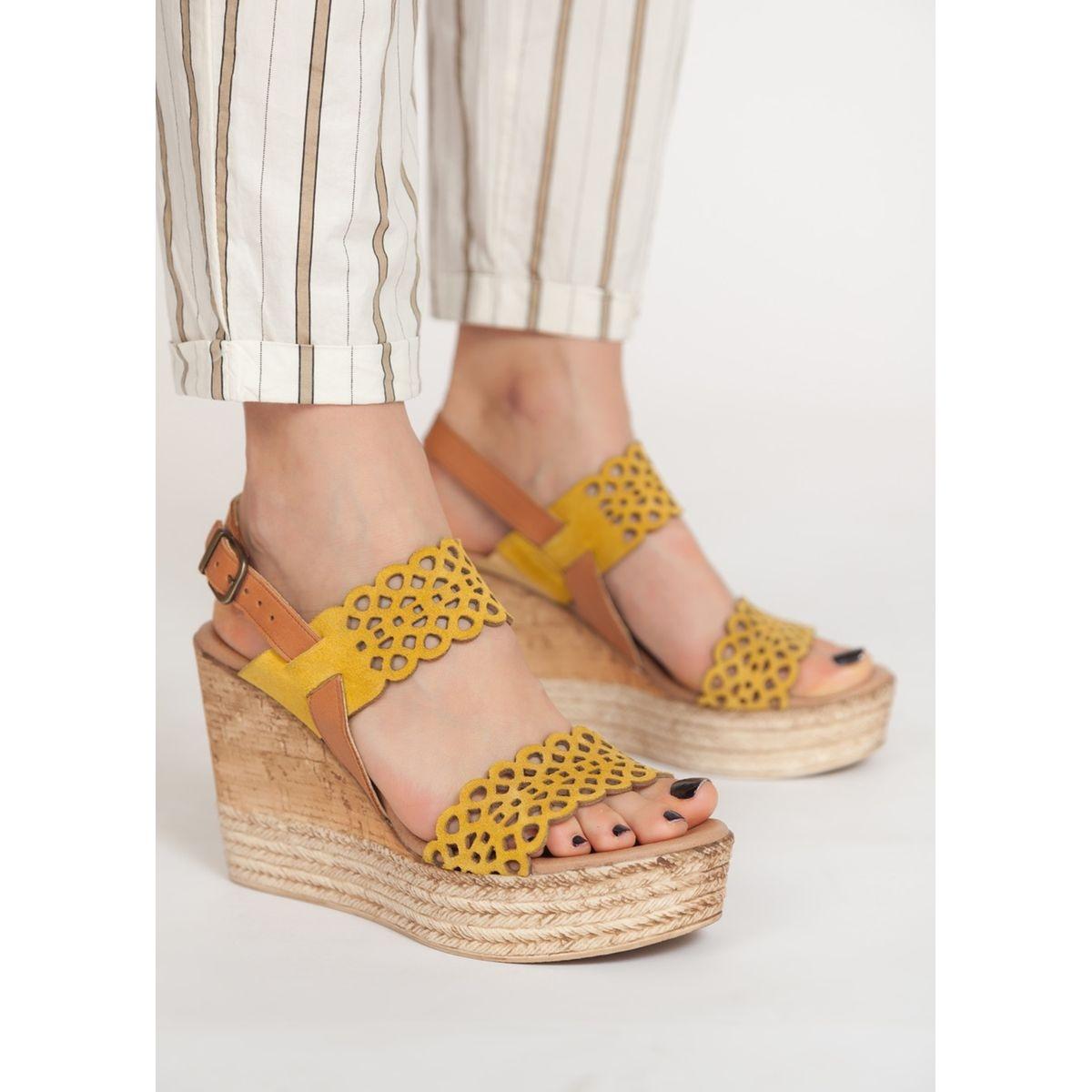 Sandales compensées brides ajourées