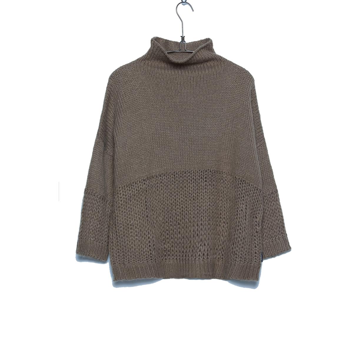 Пуловер с высоким воротником - PRISMAПуловер - PRISMA. Высокий воротник. Ажурная вставка под грудью.          Состав и описаниеМатериал: 97% акрила, 3% шерсти.     Марка: SCHOOL RAG.<br><br>Цвет: хаки,черный<br>Размер: XS.XS