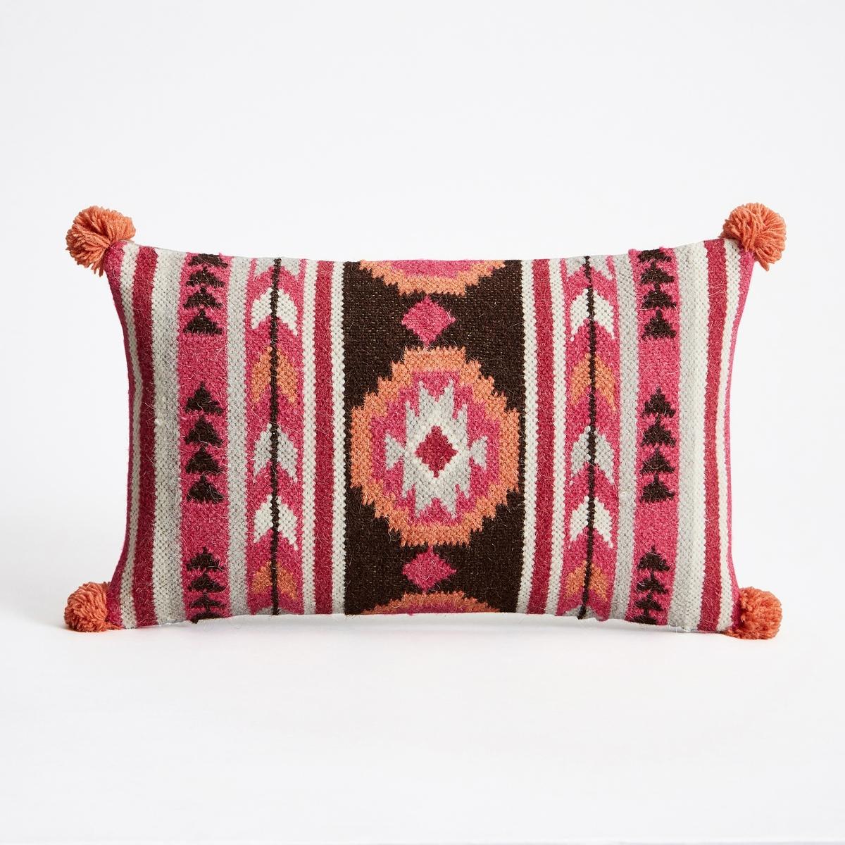 Чехол для подушки TiraumeaЧехол для подушки с тканым ковровым рисунком в стиле килим Tiraumea. Застежка на молнию.Состав:- Лицевая сторона: 80% шерсти, 20% хлопка, оборотная сторона однотонная, из 100% хлопка. Размеры :- 50 x 30 см.Подушка продается отдельно на сайте.<br><br>Цвет: разноцветный