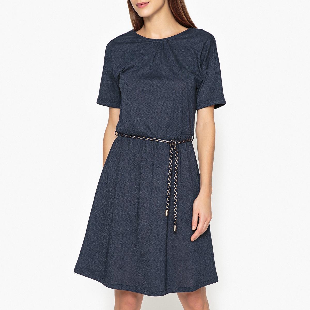 Платье короткое блестящее LULUОписание:Короткое блестящее платье SESSUN - модель LULU из блестящей ткани и с двухцветным поясом на завязках, красивый V-образный вырез сзади.Детали  •  Форма : расклешенная   •  Укороченная модель •  Короткие рукава    •  Круглый вырезСостав и уход  •  45% вискозы, 50% хлопка, 5% полиэстера •  Следуйте рекомендациям по уходу, указанным на этикетке изделия<br><br>Цвет: темно-синий