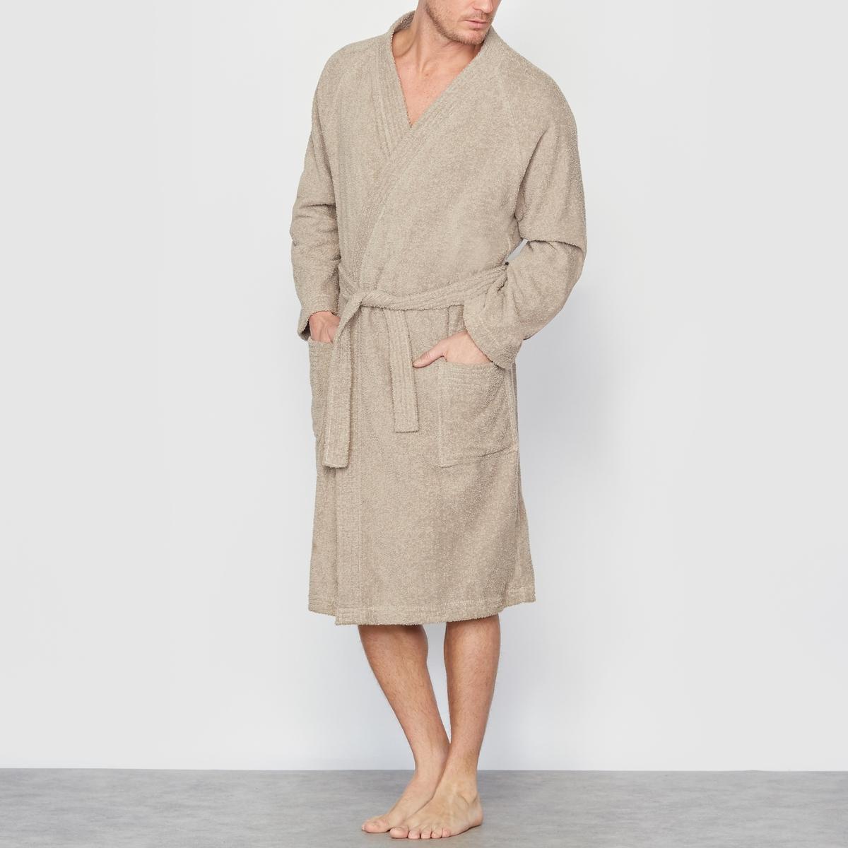 Халат банныйОписание:Очень приятный в носке и комфортный банный халат.Детали •  С запахом, вырез-кимоно. •  Пояс со шлевками. •  2 накладных кармана. •  Длина ок. 120 см.Состав и уход •  Махровая ткань букле, 100% хлопок. •  Машинная стирка при 60° с вещами схожих цветов. •  Отбеливание запрещено. •  Гладить при умеренной температуре. •  Машинная сушка на умеренном режиме.Товар из коллекции мужского белья больших размеров<br><br>Цвет: серо-бежевый,синий<br>Размер: 82/84.66/68