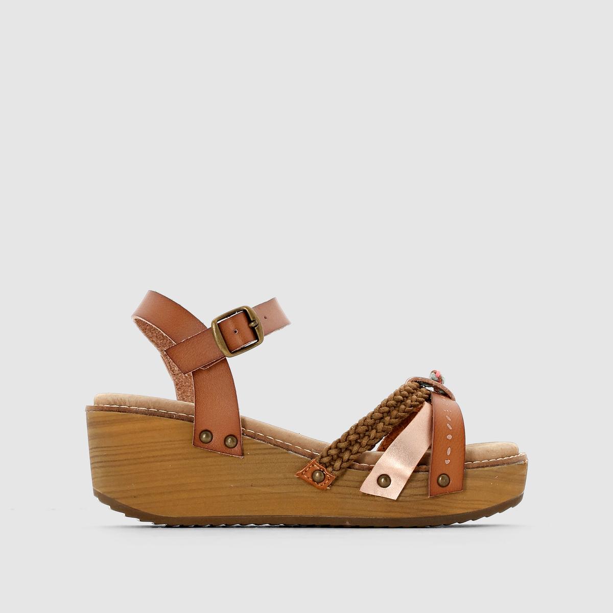 Босоножки на танкетке, ремешок вокруг щиколотки, CELINEБосоножки на танкетке, ремешок вокруг щиколотки, CELINE от COOLWAY.Верх : синтетикаПодкладка : без подкладкиСтелька : кожаПодошва : каучукЗастежка : ремешок с пряжкойВысота каблука  : 5,5 см Городской, новый и модный стиль, обувь, всегда соответствующая модным тенденциям и переменчивая, как наши предпочтения стиля, все это - Coolway ! Доказательством является эта новая модель босоножек, которую можно надеть не задумываясь !<br><br>Цвет: черный<br>Размер: 39