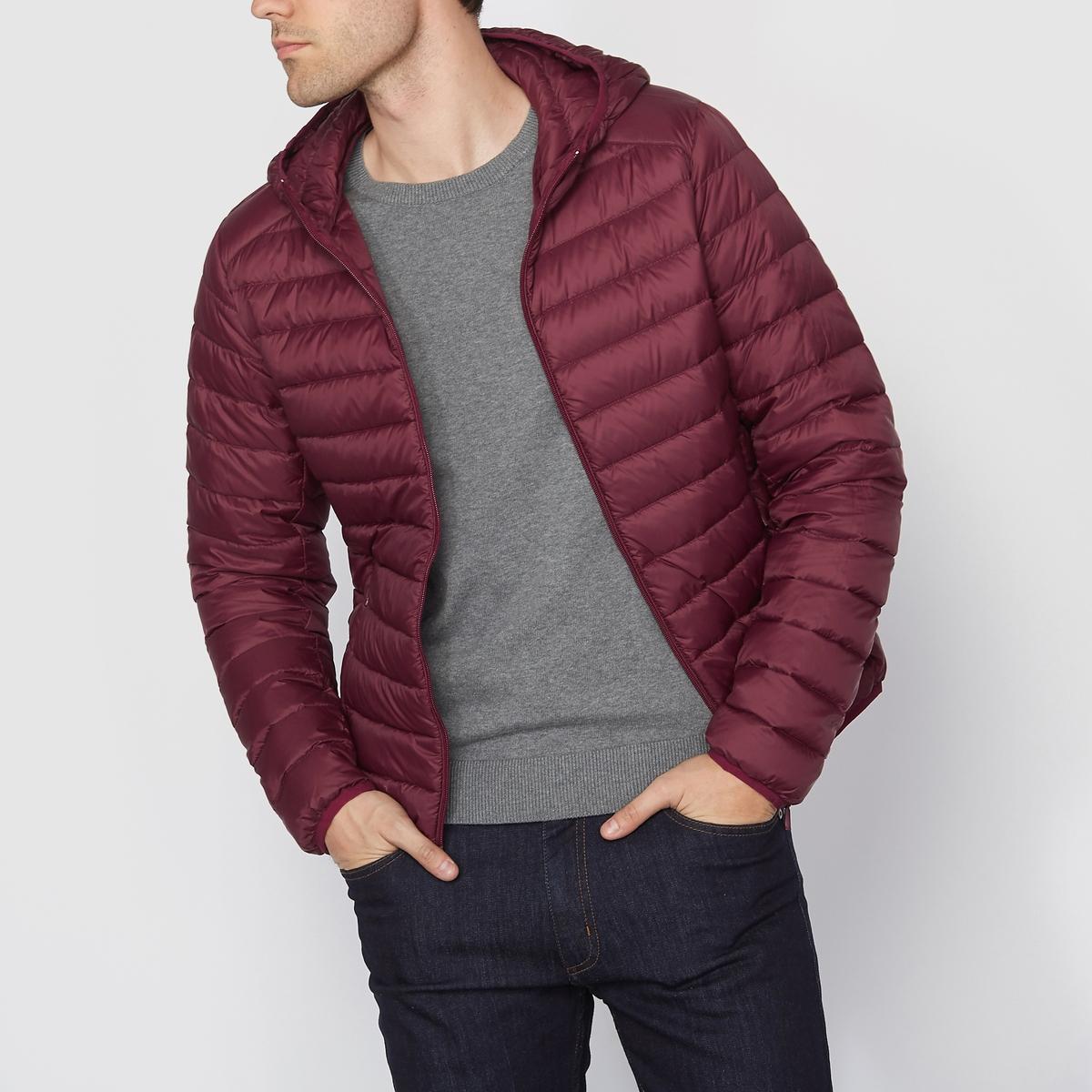 Куртка стеганая тонкая с натуральным наполнителемТонкая стеганая куртка с капюшоном. Застежка на молнию спереди. 2 кармана по бокам.                                                    Состав и описание                                      Материал :  100% переработанного полиэстера                                      Марка : R essentiel                                                                              Уход                                      Машинная стирка  : при 30 °C                                      Сушка : машинная сушка запрещена                                       Глажка: не гладить<br><br>Цвет: бордовый,зеленый,темно-синий<br>Размер: L.XXL.3XL.M.L.XXL.XS.M.XXL.3XL