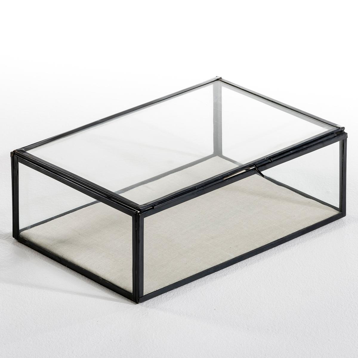 Коробка-витрина Дл30 x Гл20 см, MisiaКоробка-витрина, Misia. Этот уникальный предмет декора позволит спрятать и, вместе с тем, выставить на всеобщее обозрение самые важные вещи и украшения. Изготовлена и собрана вручную. Уникальный аксессуар, который сделает декор комнаты неповторимым. Характеристики: Из стекла и металла Размеры :Д. 30 x В. 10,5 x Г. 20 см.<br><br>Цвет: латунь,металл,черный