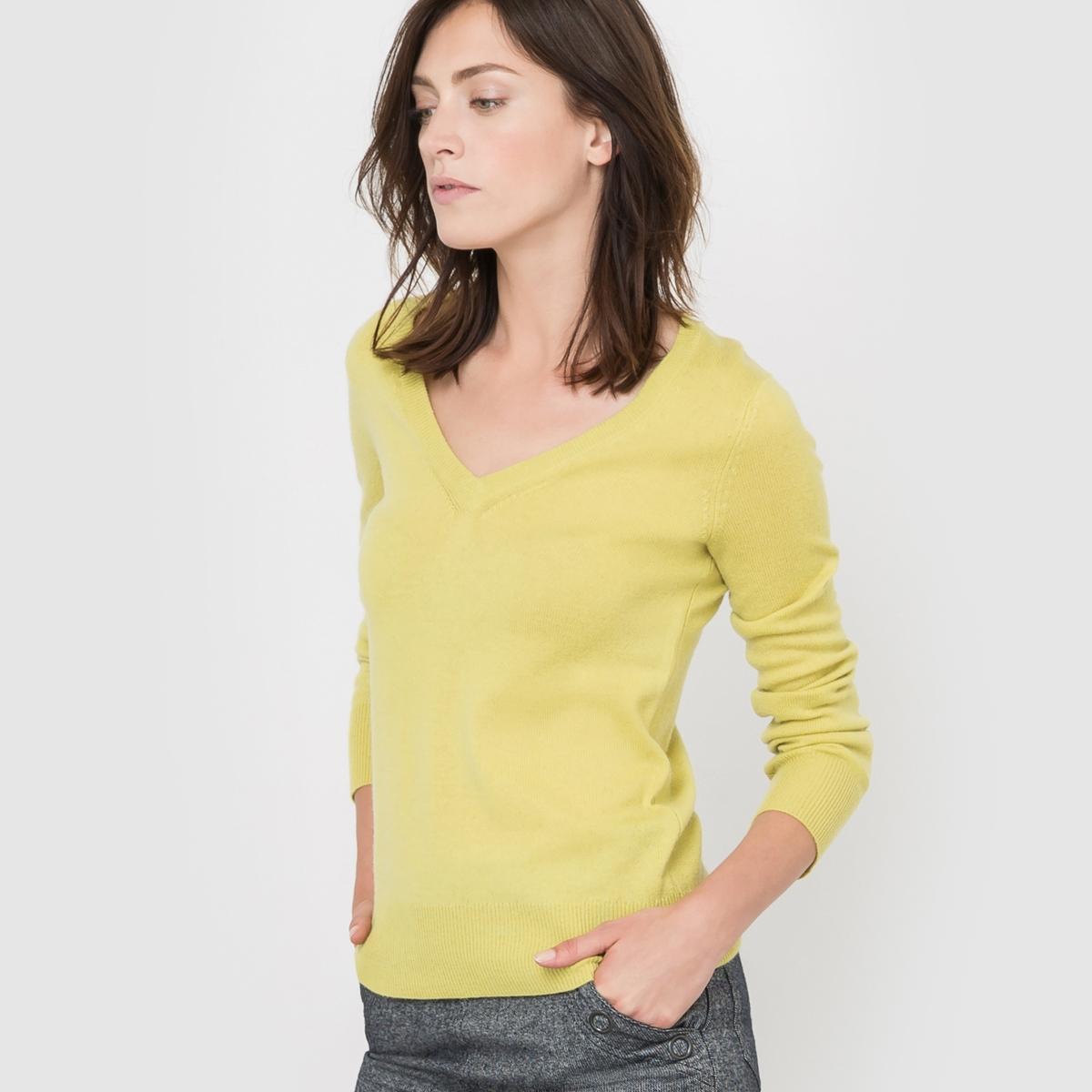 Пуловер с V-образным вырезом, 100% кашемираПуловер с V-образным вырезом и длинными рукавами. Края рукавов и низа связаны в рубчик.Джерси, 100% кашемира. Длина 64 см.<br><br>Цвет: желтый абсент<br>Размер: 50/52 (FR) - 56/58 (RUS)