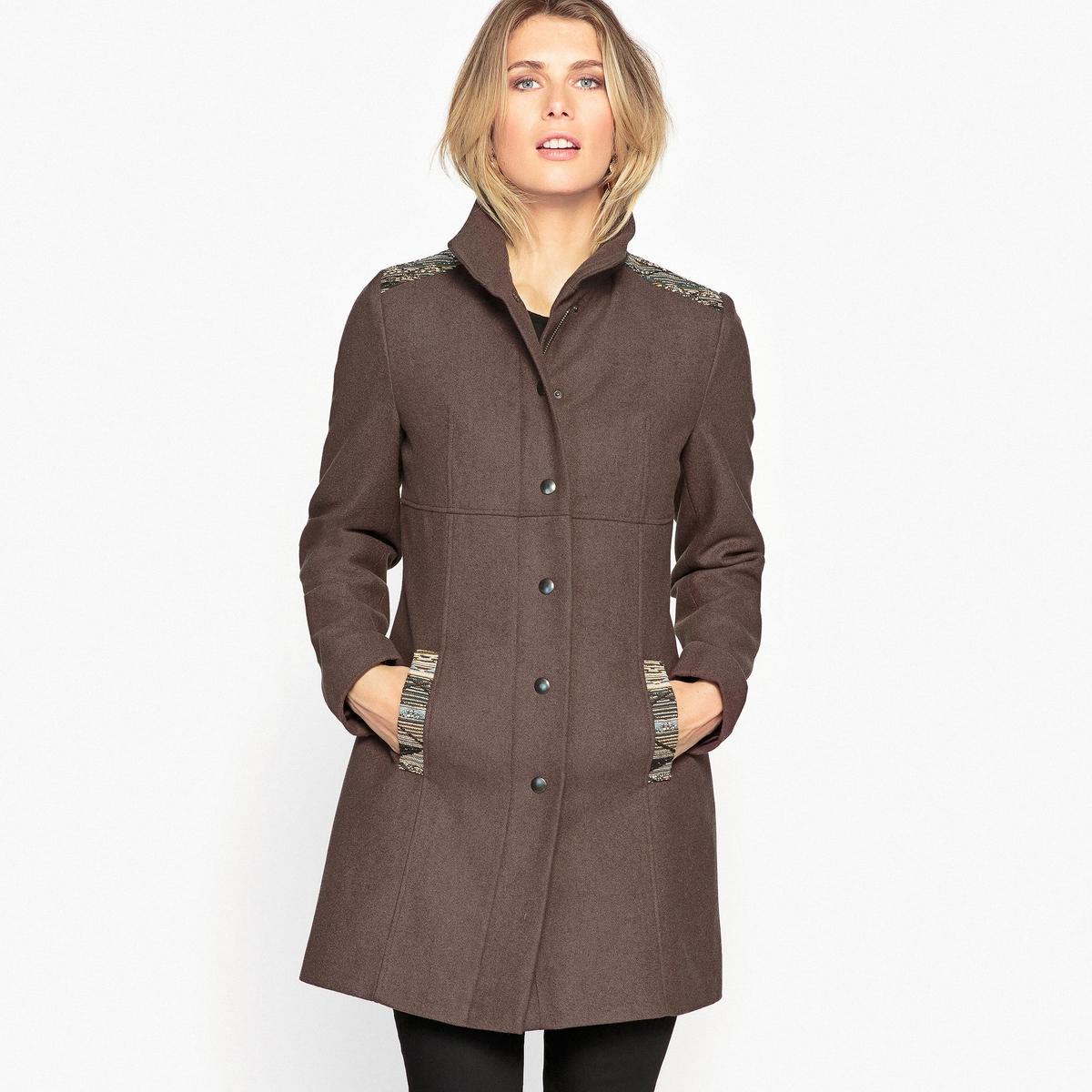 Пальто из шерстяного драпаОригинальное теплое пальто со вставками спереди и сзади. Швы спереди и сзади. Застежка на красивые пуговицы. Длина ок. 80 см.Детали •  Длина : средняя •  Воротник-стойка • Застежка на пуговицыСостав и уход •  20% шерсти, 10% других волокон, 70% полиэстера •  Подкладка  : 100% полиэстер • Не стирать •  Деликатная сухая чистка / не отбеливать •  Не использовать барабанную сушку   •  Низкая температура глажки<br><br>Цвет: каштановый