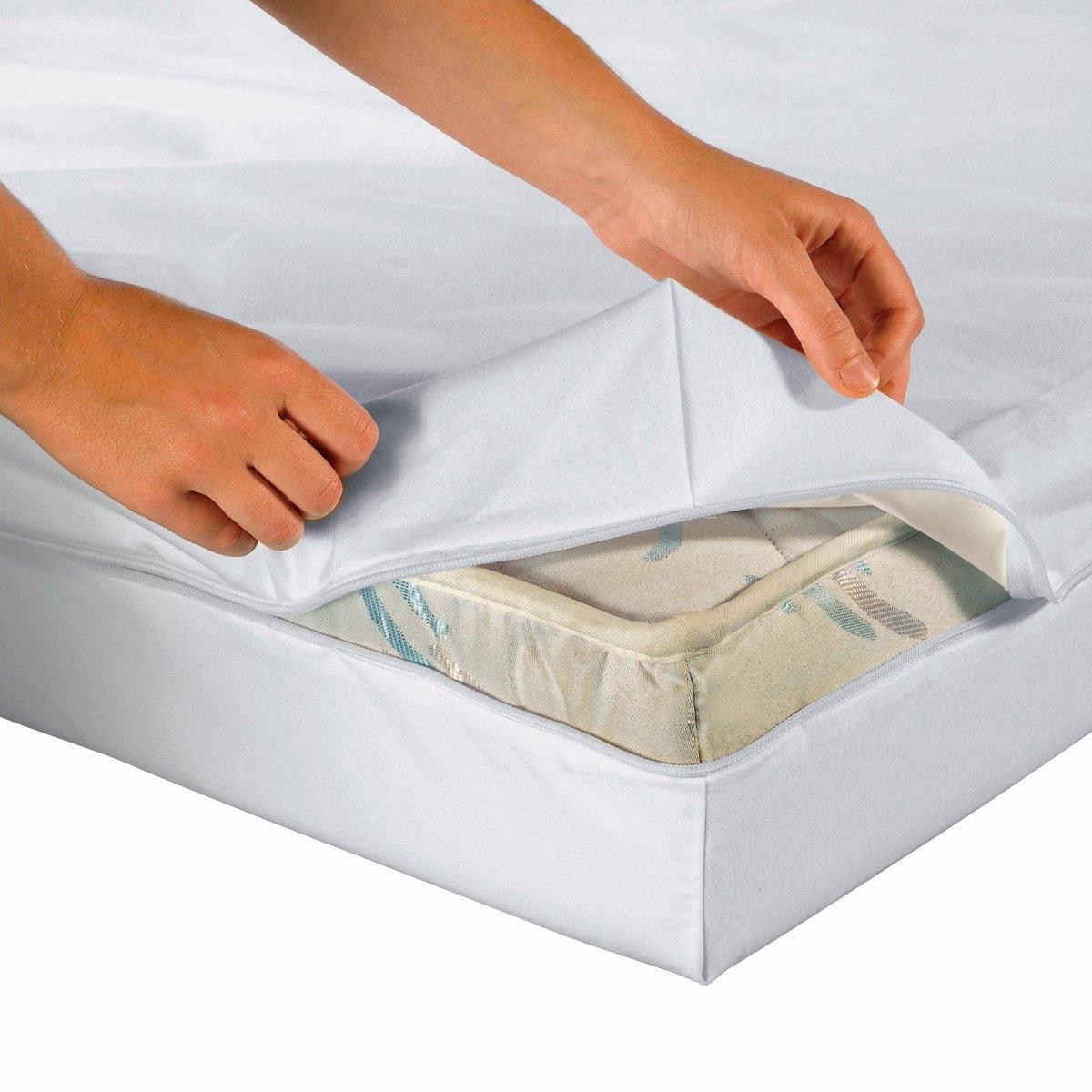 Чехол защитный для матрасаКачество VALEUR S?RE. Защитный чехол для матраса DERMALEINE®. Дышит и не промокает. Подходит для матрасов толщиной от 16 до 20 см. Тонкий и мягкий материал прекрасно защищает от клещей. Застежка на молнию сбоку. Хлопковое джерси стретч с полиуретановой пропиткой для максимального комфорта. Обработка против бактерий и неприятного запаха. Обработка MICROSTOP® против клещей (официальные лабораторные опыты доказали ее безопасность для человека и эффективность даже после многочисленных стирок. Стирка при 60°, быстро сохнет.<br><br>Цвет: белый<br>Размер: 160 x 200 см