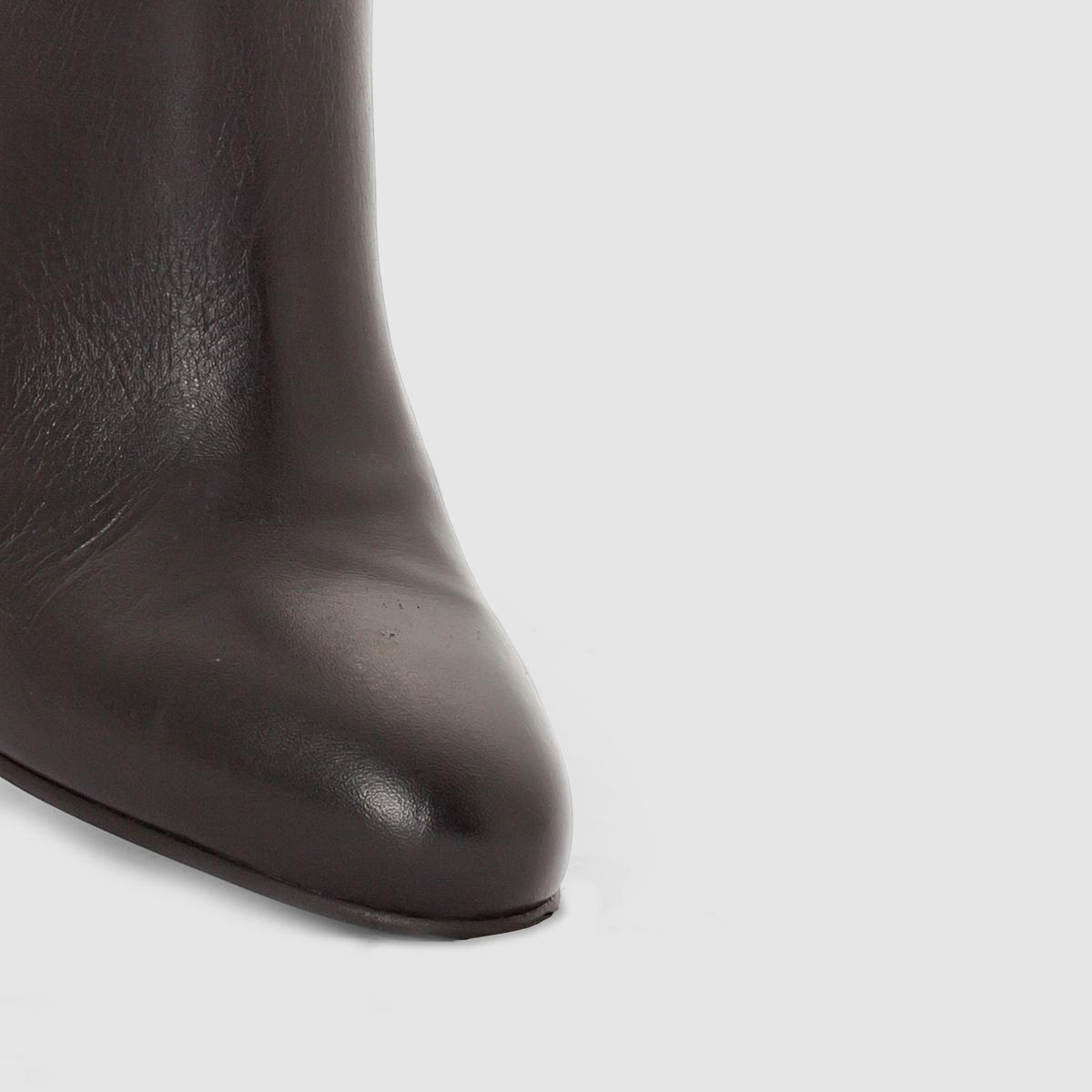 Ботильоны на каблукеМарка : CASTALUNAПодходит : для широкой стопы.Верх : яловичная кожа.Стелька : кожа.Подошва : из эластомера.Каблук : 10 см.Застежка : длинная внутренняя молния.Преимущества : Шикарный и изящный стиль, очень высокий каблук.<br><br>Цвет: черный<br>Размер: 39