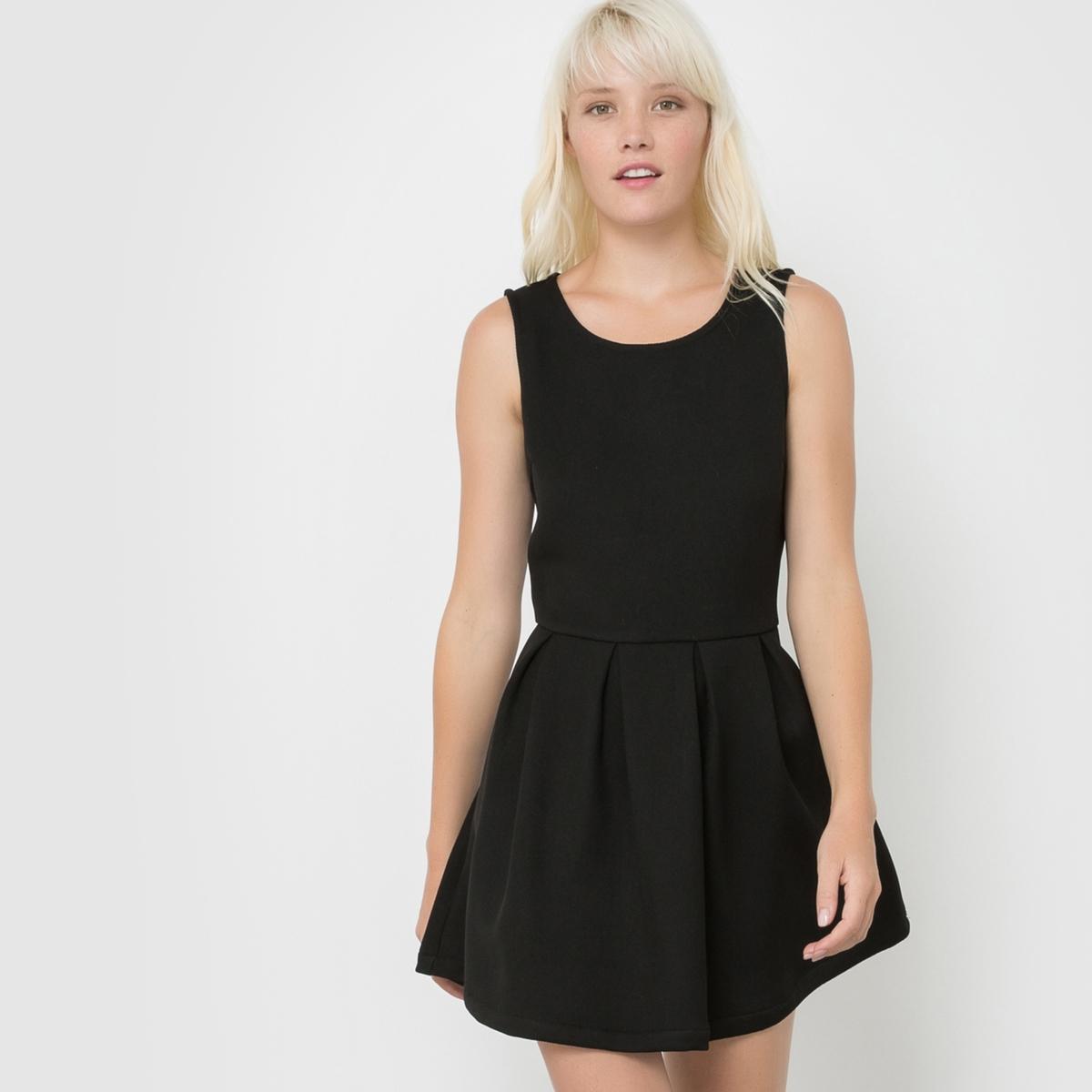 Платье без рукавов с плиссировкой RELZAСостав и описаниеМарка : SCHOOL RAG.Модель : RELZAМатериал : 100% полиэстера<br><br>Цвет: черный