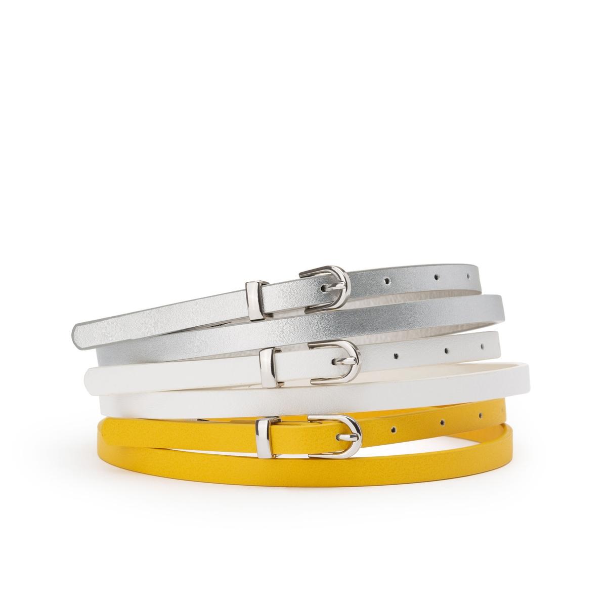 Cinturón fino con hebilla de metal