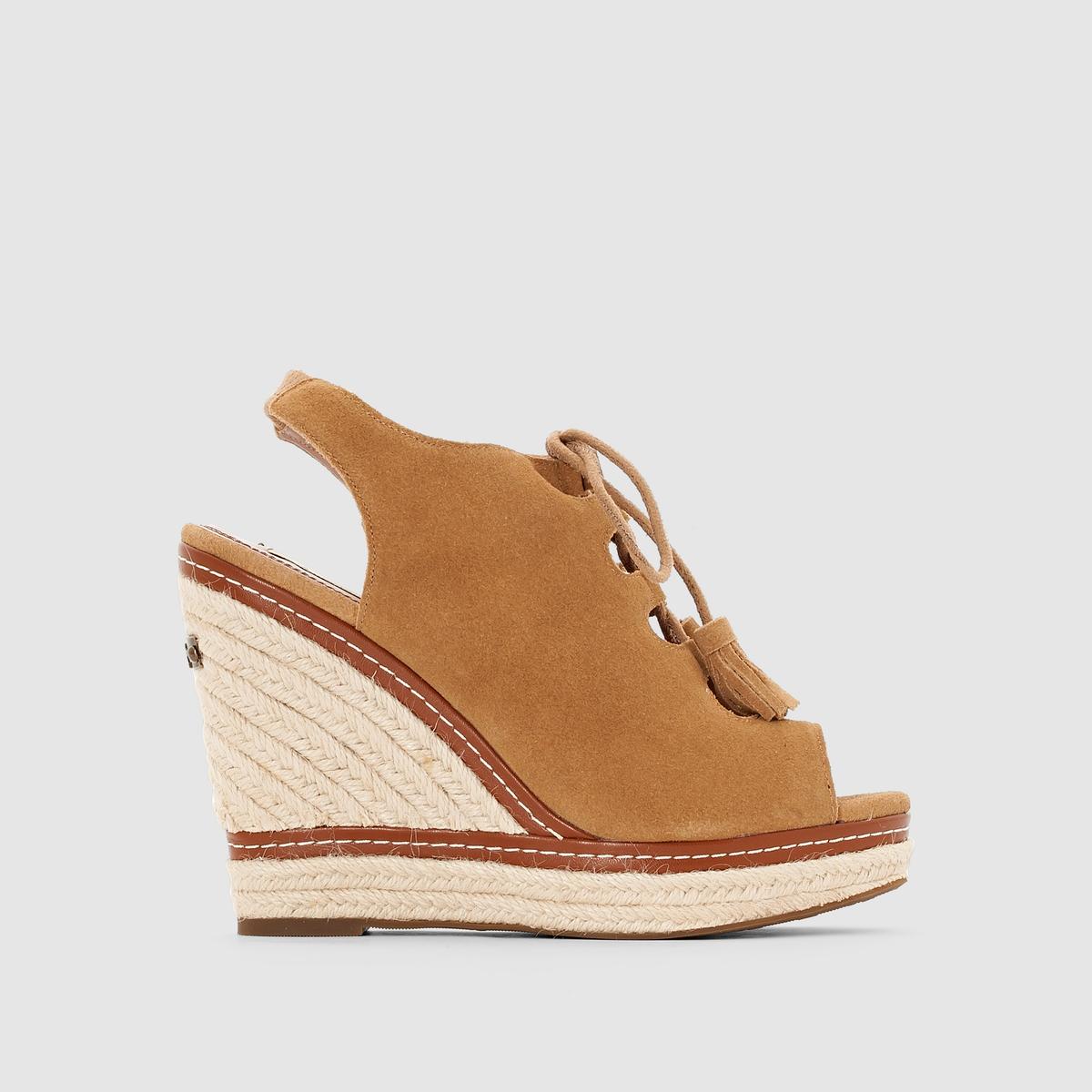 Босоножки PEPE JEANS WALKER CORSEБосоножки на танкетке и шнуровке, WALKER CORSE от PEPE JEANS.Верх  : замша, яловичная кожа Подкладка  : кожа Стелька  : кожа Подошва  : из эластомера. Застежка   : шнуровка   Высота каблука   : 11 см   Pepe Jeans, известная английская марка с акцентами в стиле рок, искусно применяет модные тенденции в производстве обуви ! Отличные, оригинальные и стильные босоножки из красивой мягкой кожи, на шнуровке прекрасный тому пример  !<br><br>Цвет: темно-коричневый<br>Размер: 39