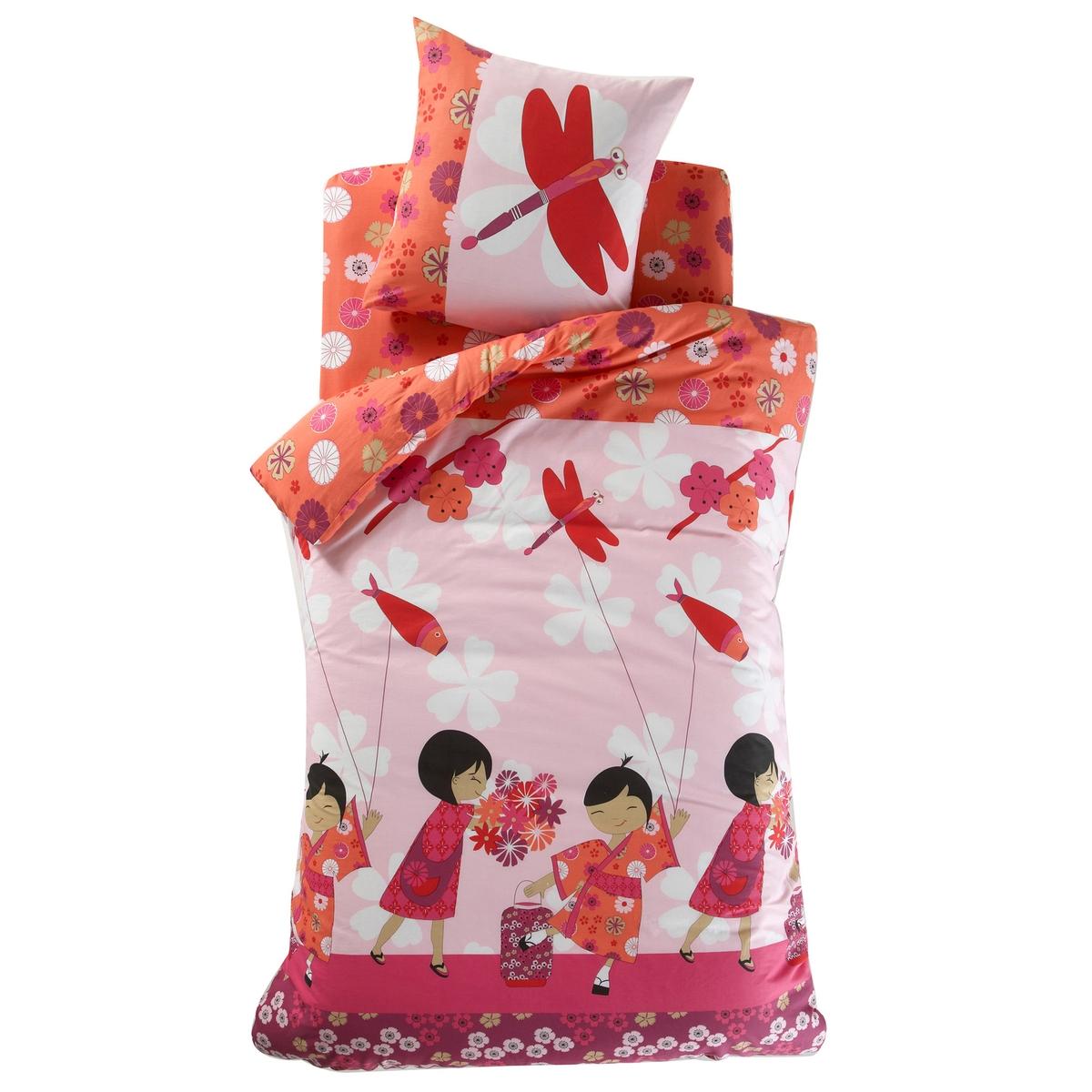 Пододеяльник детский, OYASUMI, 100% хлопкаСостав и описание:Рисунок: лицевая сторона: рисунок с изображением японских девочек в кимоно с цветочным узором и воздушный змей на розовом фоне. оборотная сторона: цветочный рисунок на оранжевом фоне.Материал: 100% хлопка, плотное переплетение нитей, 57 нитей/см?. Чем больше нитей/см?, тем выше качество материалаУход : Стирка при 60°C.Знак Oeko-Tex® гарантирует, что товары прошли проверку и были изготовлены без применения вредных для здоровья человека веществ.Найдите наволочки и простынь той же расцветки на сайте  laredoute.ruРазмеры:140 x 200 см: 1-сп.200 х 200 см: 2-сп.<br><br>Цвет: розовый