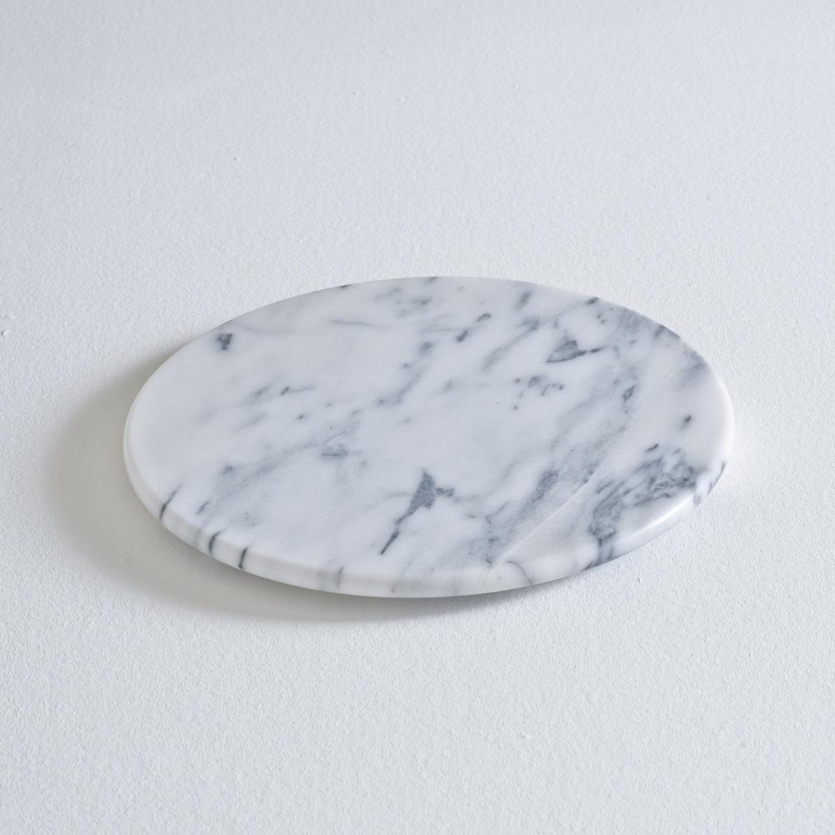 Поднос круглый из мрамораХарактеристики мраморного подноса:- Выполнен из сверхпрочного белого мрамора с серыми прожилкам.- Диаметр 30 x Высота 2 см.<br><br>Цвет: белый мрамор<br>Размер: единый размер