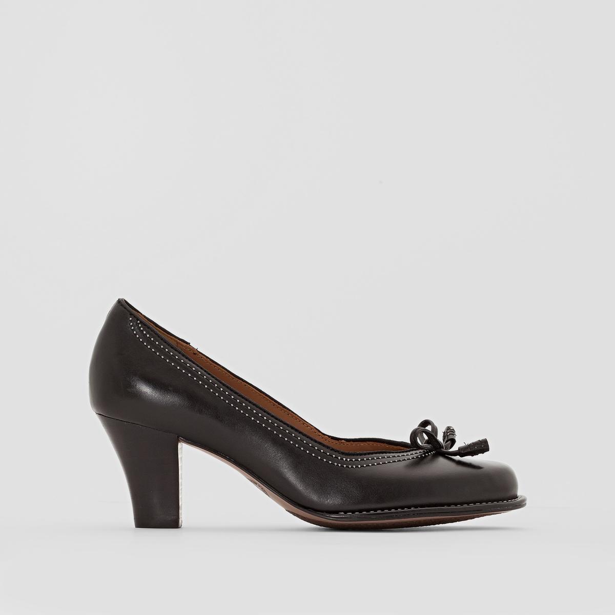 Туфли кожаные на каблуке CLARKS BOMBAY LIGHTSТуфли, модель BOMBAY LIGHTS от CLARKS.Верх: кожа. Подкладка: кожа. Стелька: кожа. Подошва: эластомер. Высота каблука: 6,5 см<br><br>Цвет: черный<br>Размер: 37.39
