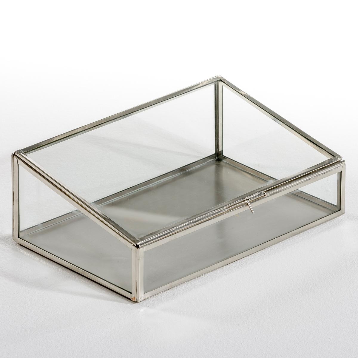 Коробка-витрина для хранения MisiaКоробка-витрина в форме трапеции, Misia. Этот уникальный предмет декора оригинальной трапециевидной формы позволит спрятать и, вместе с тем, выставить на всеобщее обозрение самые важные вещи и украшения. Используйте собранную вручную коробку в качестве шкатулки или корзинки для хранения мелких предметов. Уникальный аксессуар, который сделает декор комнаты неповторимым. Описание: - Выполнена из стекла и металлаРазмеры:- Д. 30 x В. 10 x Г. 20 см.<br><br>Цвет: латунь,черный