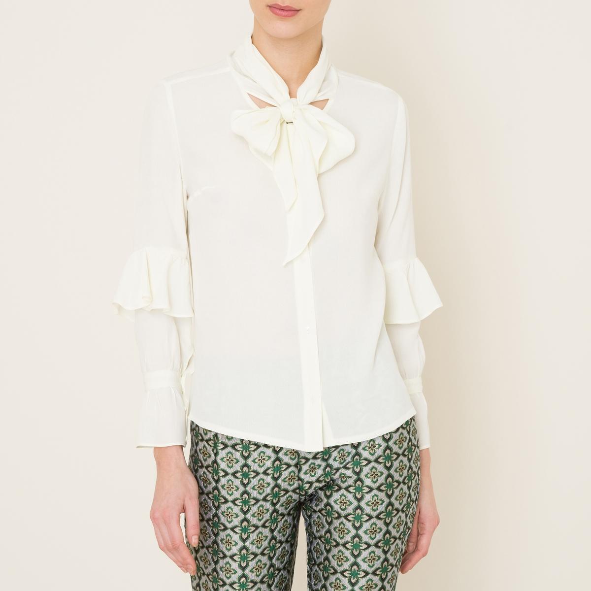 Рубашка с воланамиРубашка SISTER JANE - с большими завязками и воланами . Круглый вырез. Застежка на пуговицы спереди по всей длине. Широкие завязки . Большие воланы на длинных рукавах . Манжеты с застежкой на пуговицы. Прямой низ. Состав и описание    Материал : 100% полиэстер   Марка : SISTER JANE<br><br>Цвет: белый<br>Размер: L