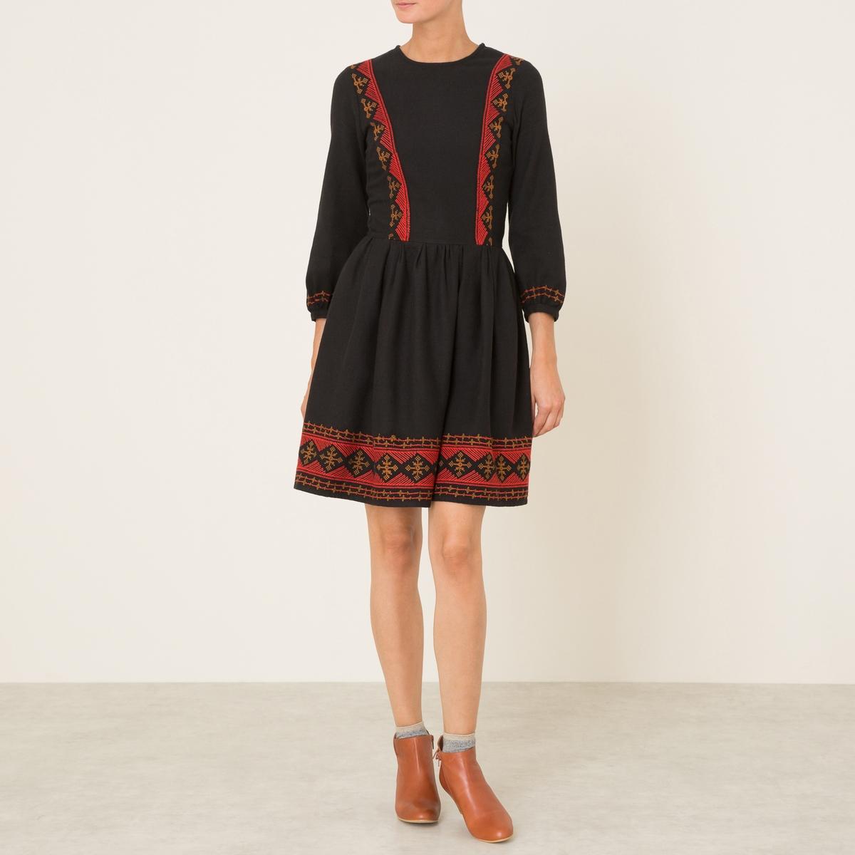 Платье FATHYСостав и описание :Материал : 100% хлопок. Вышивка : 100% полиэстерМарка : ATHE VANESSA BRUNO<br><br>Цвет: черный