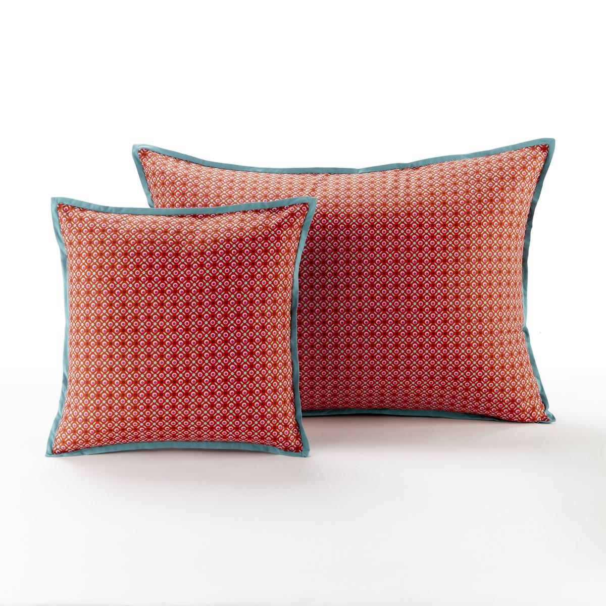 Наволочка на подушку-валик или подушку, NILARХарактеристики наволочки на подушку-валик или подушку, NILAR  :Не стеганая. Галстучный рисунок с преобладанием красного цвета. Контрастные края бирюзового цвета. Застежка на скрытую молнию.Состав наволочки на подушку-валик или подушку , NILAR  :Перкаль, 100% хлопкаМашинная стирка при 40 °СРазмеры наволочки :40 x 40 см50 x 70 смПроизводство осуществляется с учетом стандартов по защите окружающей среды и здоровья человека, что подтверждено сертификатом Oeko-tex®.<br><br>Цвет: красный/сливовый<br>Размер: 40 x 40  см