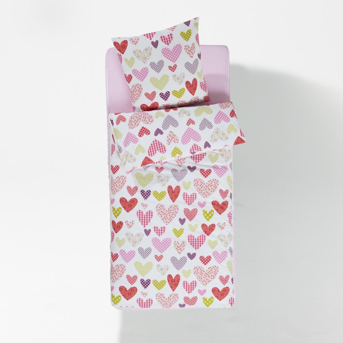 Комплект постельный с одеялом из серии готов ко сну,  LoveКомплект с одеялом и принтом сердечки Love . Отличное решение для двухъярусных кроватей, на отдыхе или для организации дополнительного спального места ! Маленькая хитрость ? пододеяльник и натяжная простыня соединены застежкой на молнию !Характеристики комплекта Love :В комплекте : Размер 90 x 140 см: 1 пододеяльник 90 x 140 см + 1 натяжная простыня 90 x 140 см + 1 наволочка 63 x 63 см + 1 одеяло 90 x 140 смРазмер 90 x 190 см : 1 пододеяльник 90 x 190 см + 1 натяжная простыня 90 x 190 см + 1 наволочка 63 x 63 см + 1 одеяло 90 x 190 смСостав постельного комплекта с одеялом Love :100% хлопок с плотным переплетением нитей 57 нитей/см?    : чем больше нитей/см?, тем выше качество материала.Внешнюю часть комплекта стирать при 60°.. Машинная стирка одеяла при 40 °С.Комплект совместим с надувными матрасами Intex.Всю коллекцию постельных комплектов готов ко сну с рисунком Вы найдете на laredoute.ruРазмеры :90 x 140 см : раздвижная кровать90 x 190 см : 1-сп.<br><br>Цвет: розовый/ зеленый/ белый<br>Размер: 90 x 140  см