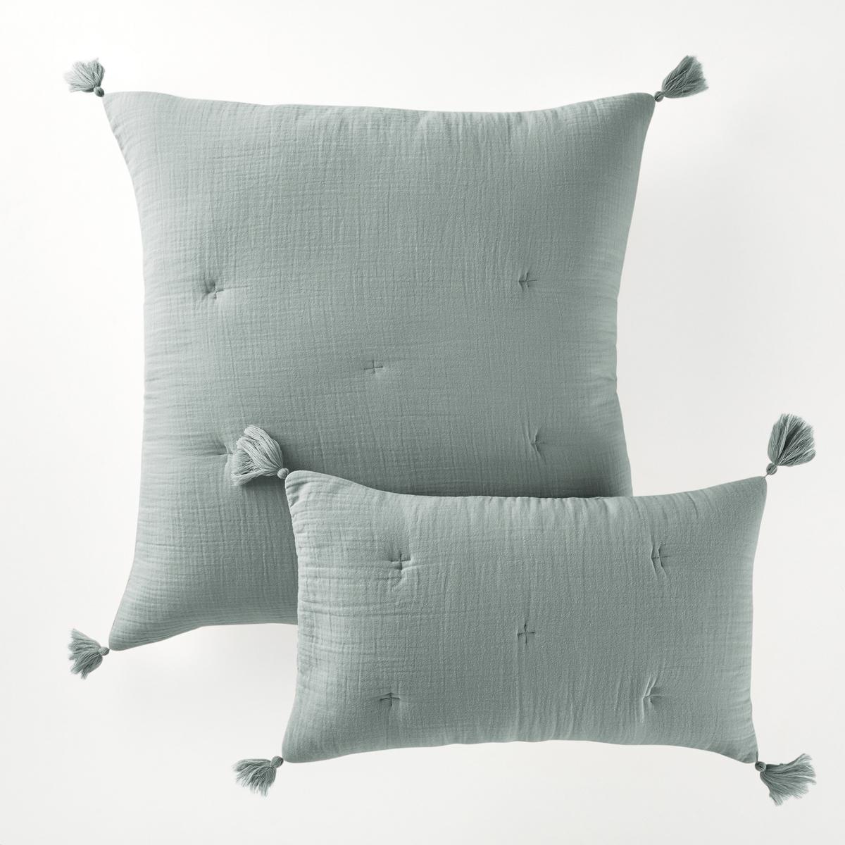 Наволочка на подушку-валик или подушку, KumlaХарактеристики наволочки на подушку-валик или подушку Kumla :Форма конверта, 100% хлопок.Наполнитель 100% полиэстера (120 г/м?).Вышивка крестиком в тон.Отделка кисточками по углам.Стирка при 30°.Перину того же комплекта и другие модели декоративного текстиля вы можете найти на сайте laredoute.ruРазмеры :50 x 30 см65 x 65 см<br><br>Цвет: серо-зеленый