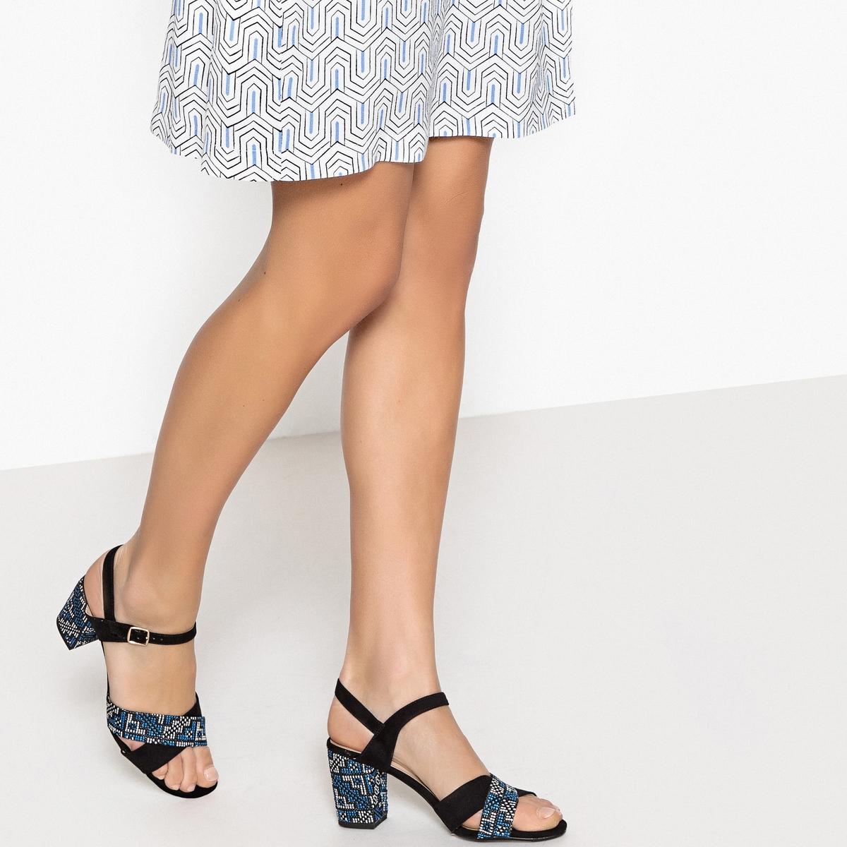 Sandálias com tacão estampado étnico