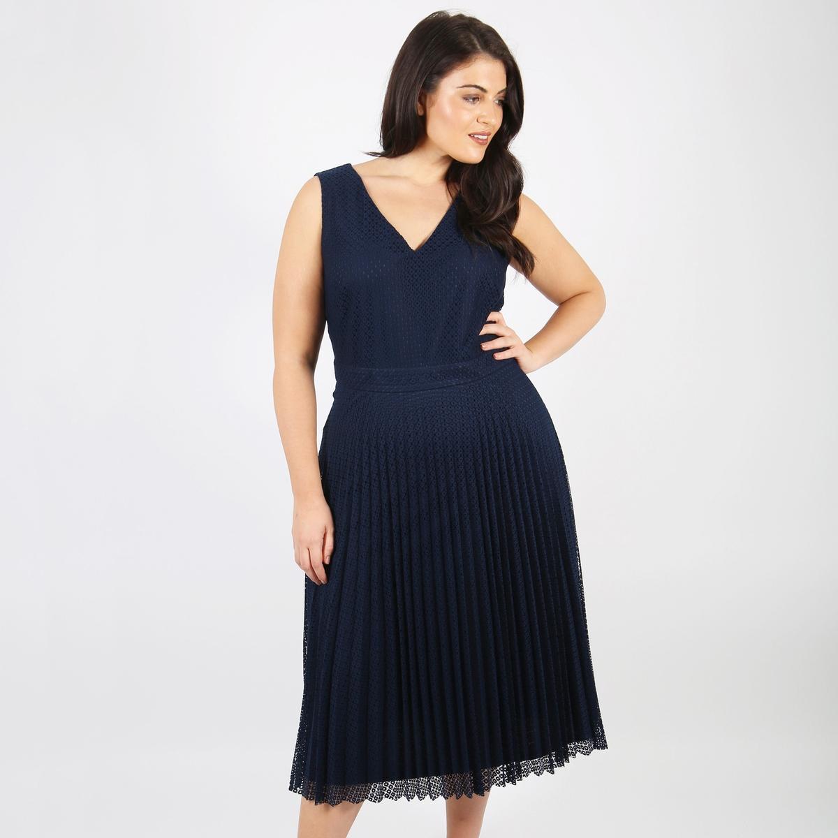 Платье прямое средней длины, однотонное, без рукавовДетали •  Форма : прямая •  Длина до колен •  Без рукавов    •   V-образный вырезСостав и уход •  100% полиэстер •  Следуйте рекомендациям по уходу, указанным на этикетке изделияТовар из коллекции больших размеров<br><br>Цвет: синий морской<br>Размер: 54/56 (FR) - 60/62 (RUS)