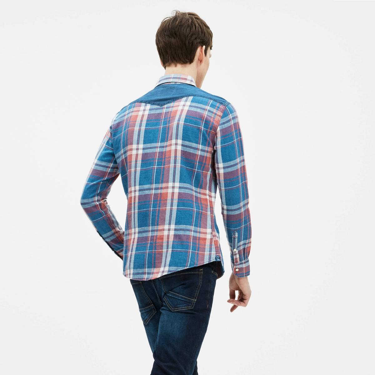 Рубашка в клетку из денима GAMIXРубашка GAMIX от CELIO® в клетку из денима. - Длинные рукава с манжетами на пуговицах - Узкий покрой (приталенный), слегка закругленный низ- Классический воротник со свободными уголками- Застежка на кнопки- Рисунок в клетку- 2 нагрудных кармана с клапаном на кнопке- Однотонные вставки на плечах, воротнике и клапанах нагрудных кармановСостав и описание :Основной материал : 100% хлопокМарка : CELIO®Уход :Машинная стирка при 40 °C Сухая (химическая) чистка запрещена Машинная сушка Отбеливание запрещеноГладить при умеренной температуре<br><br>Цвет: Синяя клетка<br>Размер: S.L.M