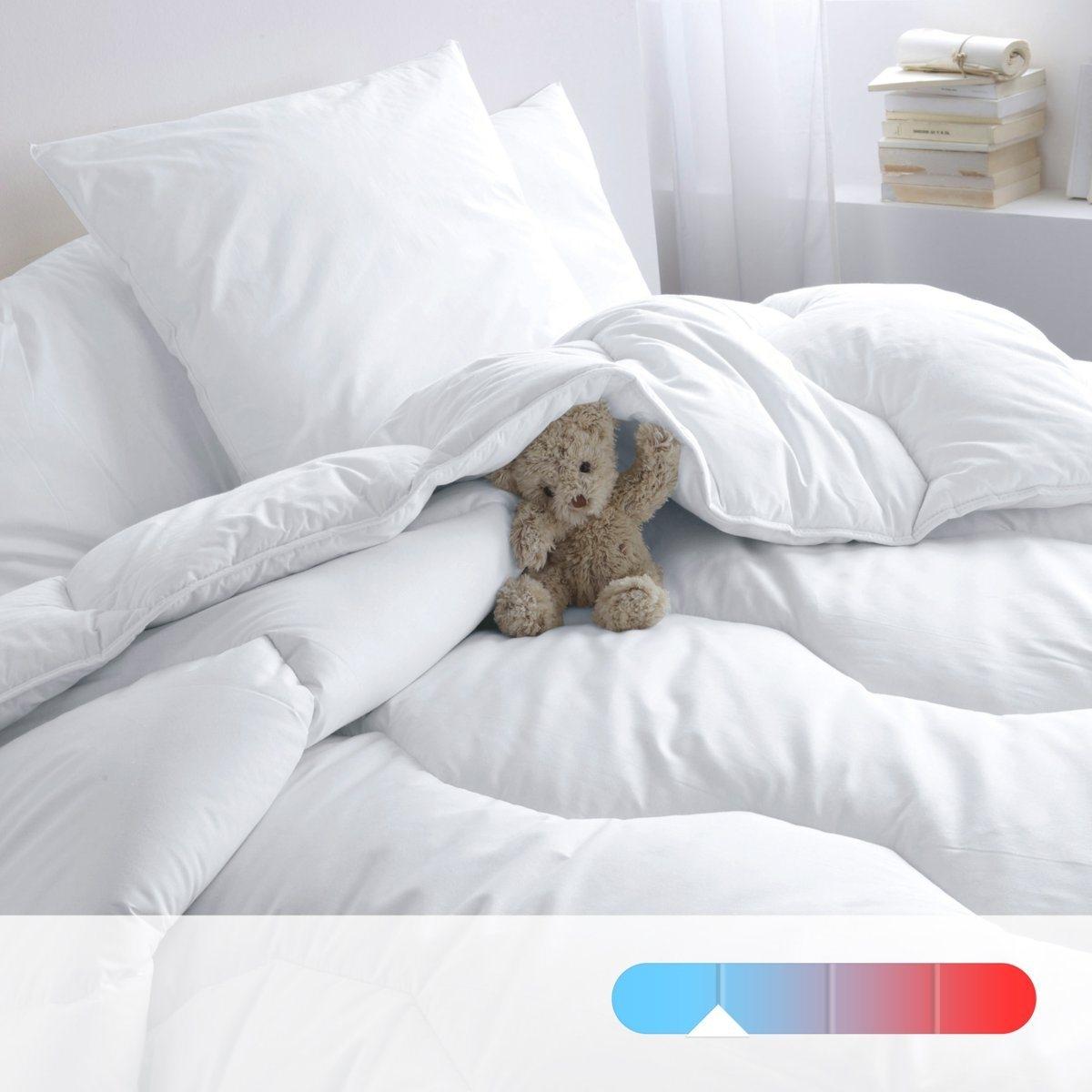 Одеяло синтетическое для летнего периодаОдеяло высокого качества для летнего периода от Redoute (175 г/м?) гарантирует мягкость и комфорт. Идеально при температуре воздуха в комнате от 22° и выше .     Наполнитель : 100% полиэстер supraloft, полые волокна с силиконовым покрытием обеспечивают мягкость и пышность.          Верх: 100% хлопок.          Отделка : Прострочка шестиугольниками.Отделка кантом, укрепленная двойная прострочка.          Уход: : стирка при 40° . Возможна барабанная сушка на умеренном режиме      .          Продается в сумке-чехле<br><br>Цвет: белый<br>Размер: 75 x 120  см