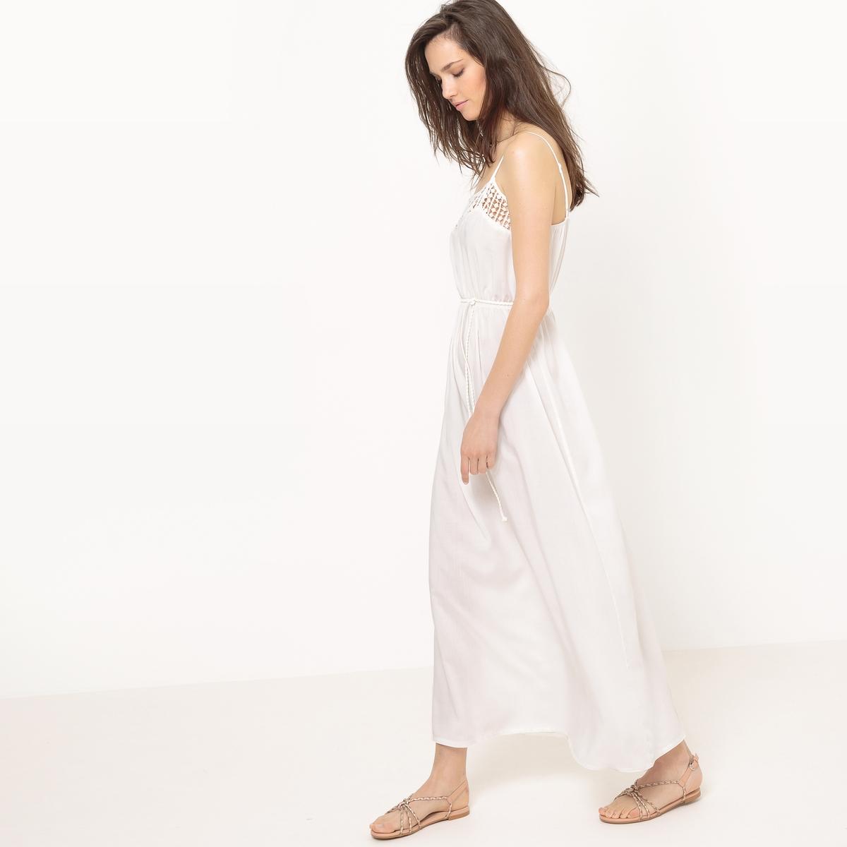 Платье длинное с тонкими бретелями и вышивкойДетали   •  Форма : МАКСИ •  Длинное • Тонкие бретели     •   V-образный вырез Состав и уход  •  100% вискоза  •  Просьба следовать советам по уходу, указанным на этикетке изделия<br><br>Цвет: белый<br>Размер: L/XL