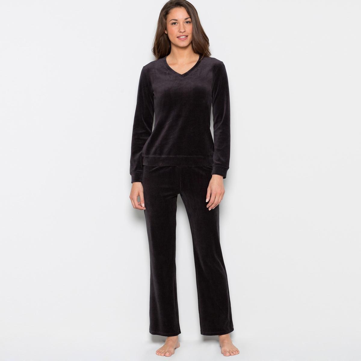Пижама из велюра75% хлопка, 25% полиэстера. Теплая и комфортная футболка с длинными рукавами. V-образный вырез. Вышивка сбоку. Длина 64 см. Брюки с эластичным поясом. Длина по внутр.шву 76 см.<br><br>Цвет: черный<br>Размер: 38/40 (FR) - 44/46 (RUS)