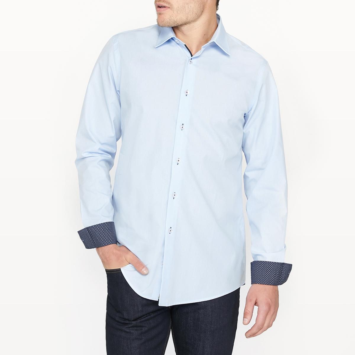 Рубашка узкая 100% хлопокРубашка с длинными рукавами и оригинальными вставками. Узкий покрой и итальянский воротник со свободными кончиками. Закругленный низ. Манжеты с отворотами и планка застежки на пуговицы.Состав и описание:Материал  100% хлопкаМарка  R essentielДлина: 79 см Уход:Машинная стирка при 30°CСтирка с вещами схожих цветовОтбеливание запрещеноГладить на средней температуре Сухая (химическая) чистка запрещенаМашинная сушка запрещена<br><br>Цвет: небесно-голубой<br>Размер: 41/42.39/40