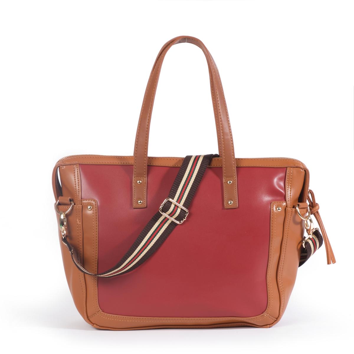 Сумка-шоппер двухцветнаяДвухцветная сумка-шоппер, Atelier R.Можно носить на плече или в руке, подходит к образу в элегантном спортивном стиле!Состав и описаниеМатериал : верх из полиуретана                  подкладка из текстиляМарка :       R ?ditionРазмеры : Ш44 x В30 x Г11 смЗастежка :  молния2 кармана для мобильных -1 карман на молнииСъемный регулируемый плечевой ремень.<br><br>Цвет: темно-бежевый,черный<br>Размер: единый размер.единый размер