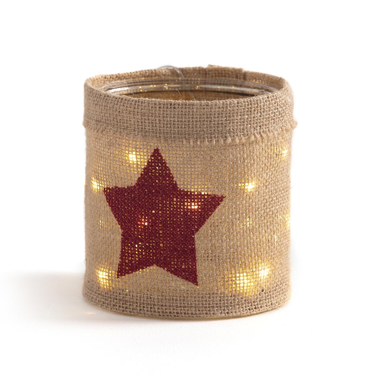Светильник новогодний, ADARAОписание:Новогодний светильник, ADARA. Создайте новогоднюю волшебную феерию в вашем доме!Характеристики :Материал : прозрачный стакан, покрытый джутовой тканью с украшение в виде цветной звездыГирлянда из 20 микро светодиодов  внутри стакана и джутовая тканьРаботает от 2 батарей LR6 типа AA мощностью 1,5 В, продаются отдельноРазмеры : В.13 x 12 x 12 см<br><br>Цвет: экрю/ красный