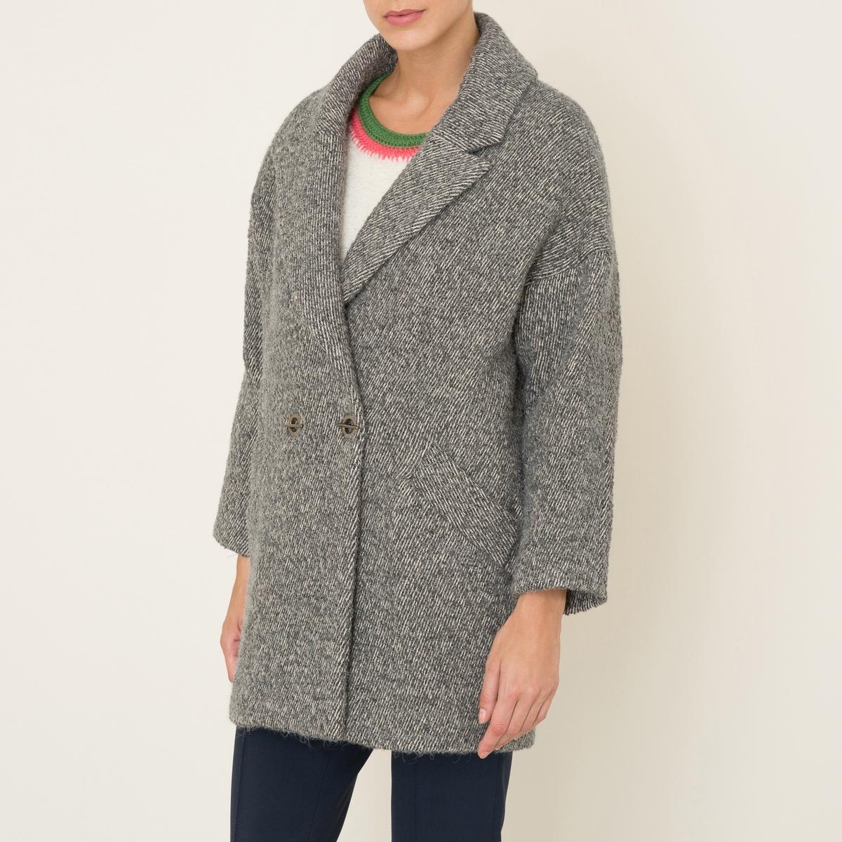Пальто длинное MINGДлинное пальто BA&amp;SH - модель MING, покрой оверсайз, с запахом. Приспущенные плечи. Костюмный зубчатый воротник с запахом, застежка на 2 пуговицы. Прямые длинные рукава. 2 прорезных кармана спереди. Шлица сзади. На подкладке. Состав и описание    Материал : 38% полиакрила, 26% полиэстера, 22% шерсти, 14% альпаки   Подкладка  55% полиэстера, 45% вискозы   Подкладка карманов 100% хлопок   Марка : BA&amp;SH<br><br>Цвет: серый меланж