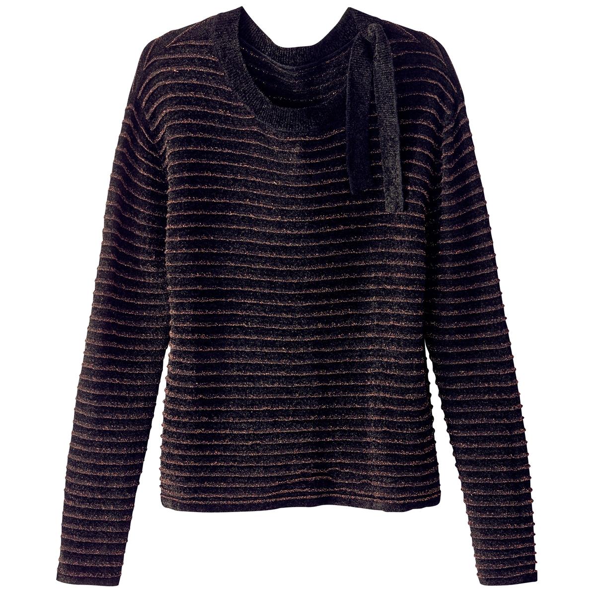 Пуловер в блестящую полоску