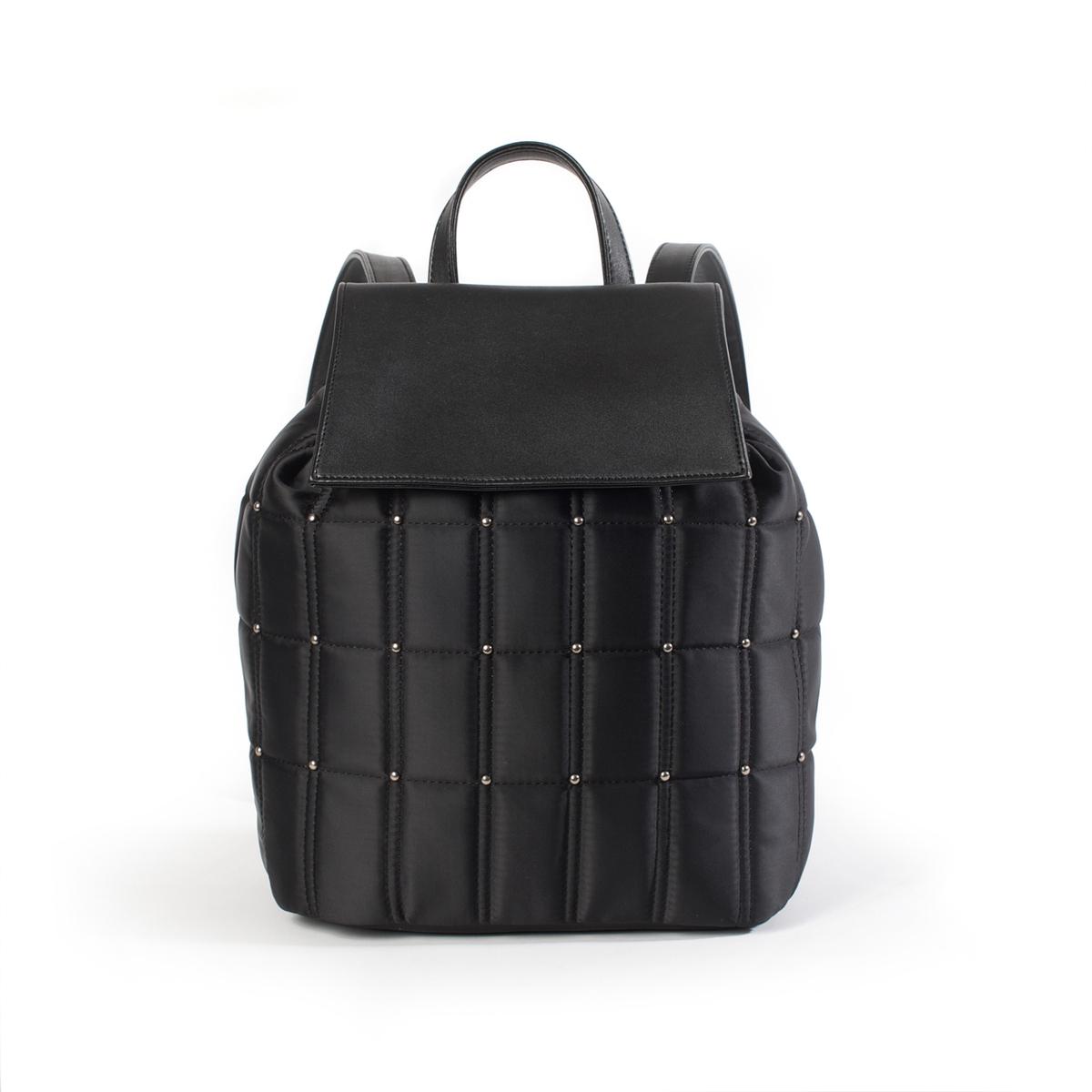 РюкзакОписание:Очень женственная сумка-рюкзак с простежкой и небольшими заклепками похожими на бусины в стиле рок ! Состав и описание :  •      Материал : верх из синтетики                           подкладка из текстиля •   Марка :      R ?dition •   Размеры : 25 х  32 x 16 см •   Застежка : кнопка на магните2 кармана для мобильных1 карман на молнииРегулируемые бретели<br><br>Цвет: черный<br>Размер: единый размер