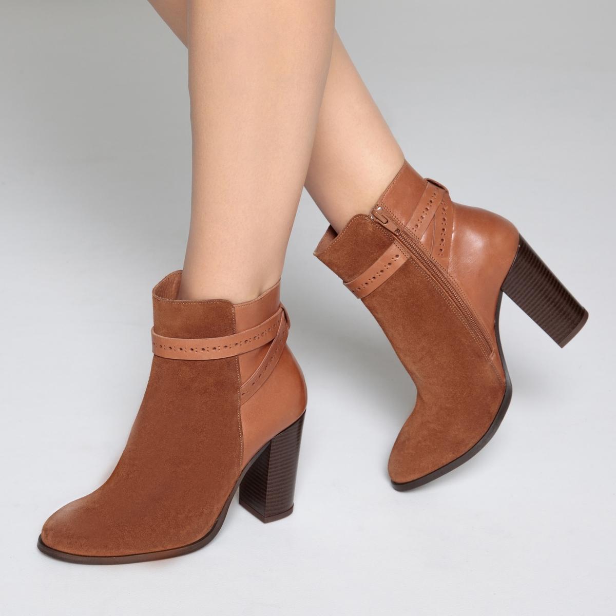 Botines de piel con correas en el tobillo
