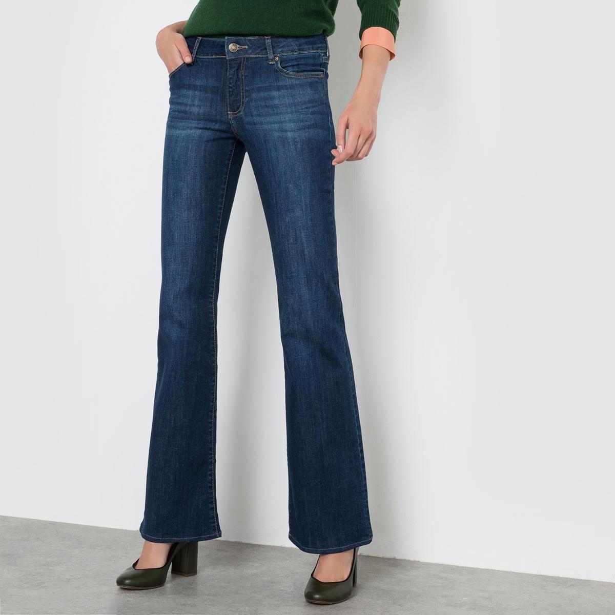 Джинсы расклешенные, длина 34Расклешенные джинсы со станлдартной высотой пояса. Расклешенный покрой. Прямой покрой до середины бедра, далее брючины расширяются книзу. Деним стретч, 98% хлопка, 2% эластана. Застежка на молнию. Длина по внутр.шву 86 см (на рост от 168 см). Длина 34, ширина по низу 27 cм.Состав и описаниеМатериал: Деним стретч, 98% хлопка, 2% эластанаМарка:                                     R essentiel.Размер:   Длина по внутр.шву 85 см, ширина по низу 27 cм.УходСтирать на умеренном режиме с изнанки,с вещами схожих цветов.Сушка:  машинная при умеренной температуре.Утюжка: Гладить на низкой температуре.<br><br>Цвет: голубой потертый,темно-синий<br>Размер: 25 (US) - 40/42 (RUS).26 (US) - 42 (RUS).29 (US) - 44/46 (RUS).28 (US) - 44 (RUS)