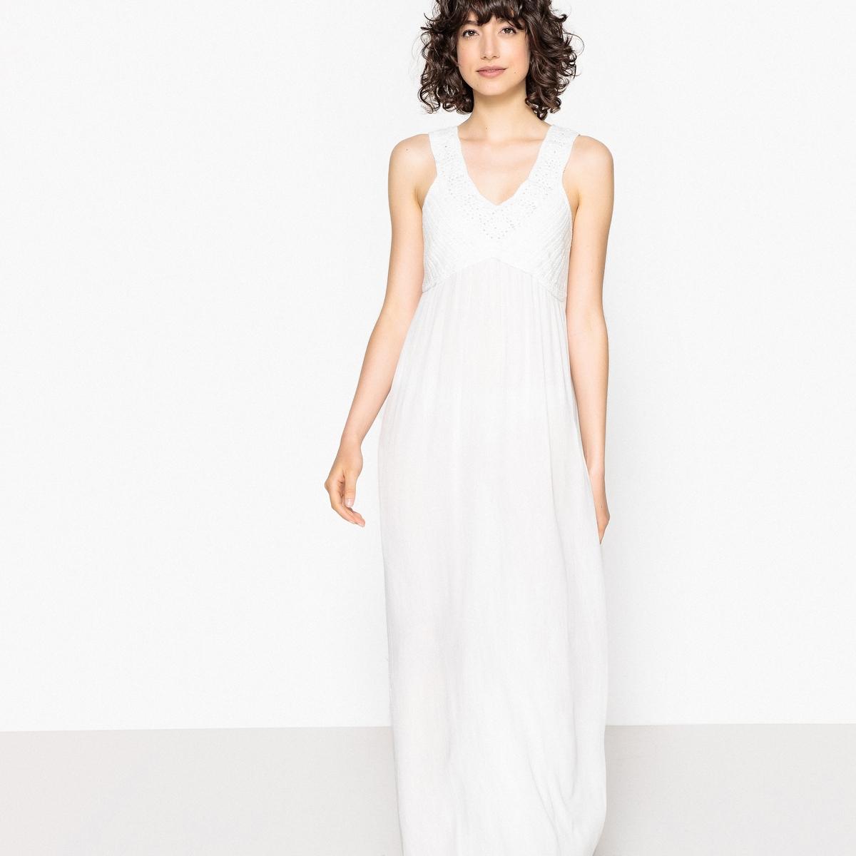 Платье длинное, верх связан крючком, сборки сзади