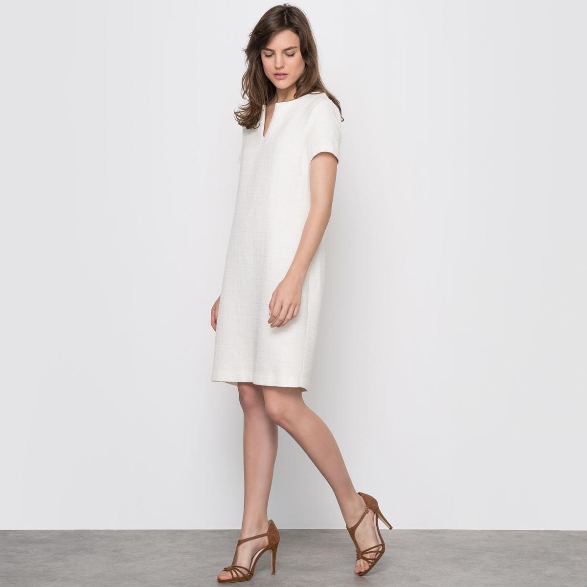 Платье из твидаОднотонное платье из твида. Одновременно шикарная и простая модель прямого покроя. Короткие рукава с отворотами, круглый вырез с V-образной вставкой. Состав и описание :Материал : 99% хлопка, 1% полиэстераДлина : 90 см Уход:Машинная стирка при 30 °С<br><br>Цвет: белый,темно-синий