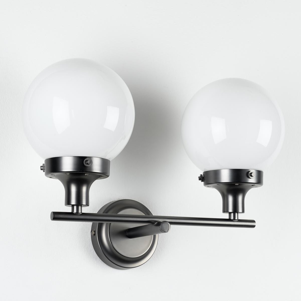 Бра с 2 светильниками, CocineroХарактеристики :- Из металла с покрытием бронзой с эффектом старения- Колпаки из опалового стекла- Совместим с лампами класса энергопотребления A. - Патрон E14 для компактной флуоресцентной лампы 8 Вт (продается отдельно). Размеры :- Ш.38,8 x В.18,8 x Г.26,6 см- ? колпака : 15 см.<br><br>Цвет: опаловый белый