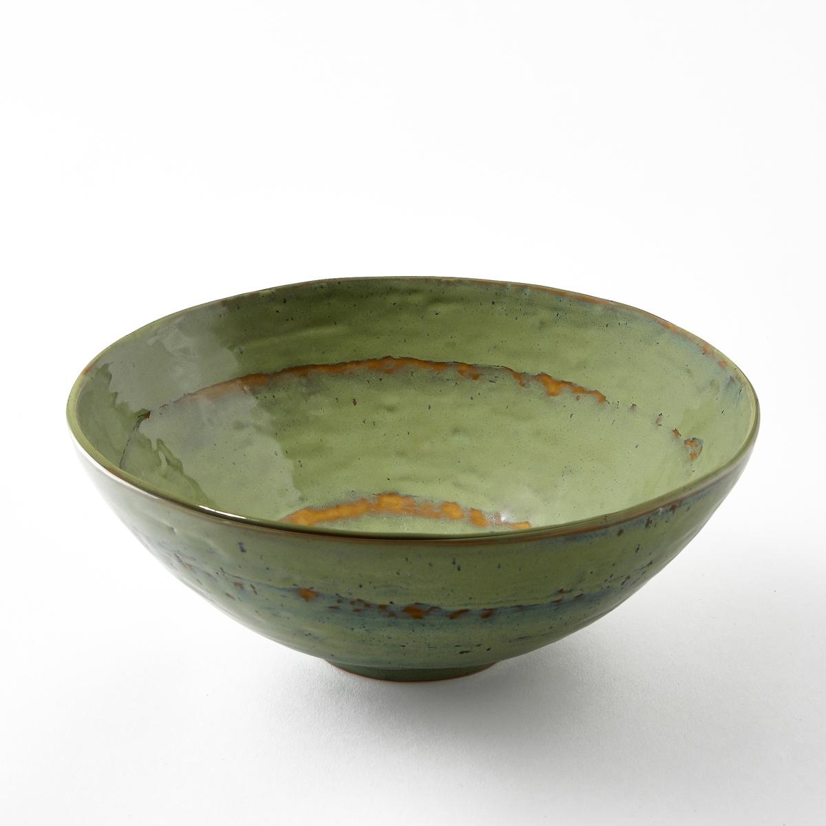 Салатница из керамики, покрытой глазурью, Pure, дизайн П. Нессенса, SeraxГотовка восхитительных блюд в красивой керамической посуде придает романтизма и способствует хорошему настроению. Паскаль Нессенс создал Pure, свою первую коллекцию столовых сервизов. Чистое воплощение аутентичности и теплоты, рожденные из органических форм и натуральных материалов.Характеристики :- Из керамики, покрытой глазурью. - Можно использовать в посудомоечных машинах и микроволновых печах. - Миска того же набора представлена на нашем сайте.Размеры  : - диаметр 28 x высота 10,5 см.<br><br>Цвет: зеленый/темно-зеленый<br>Размер: единый размер