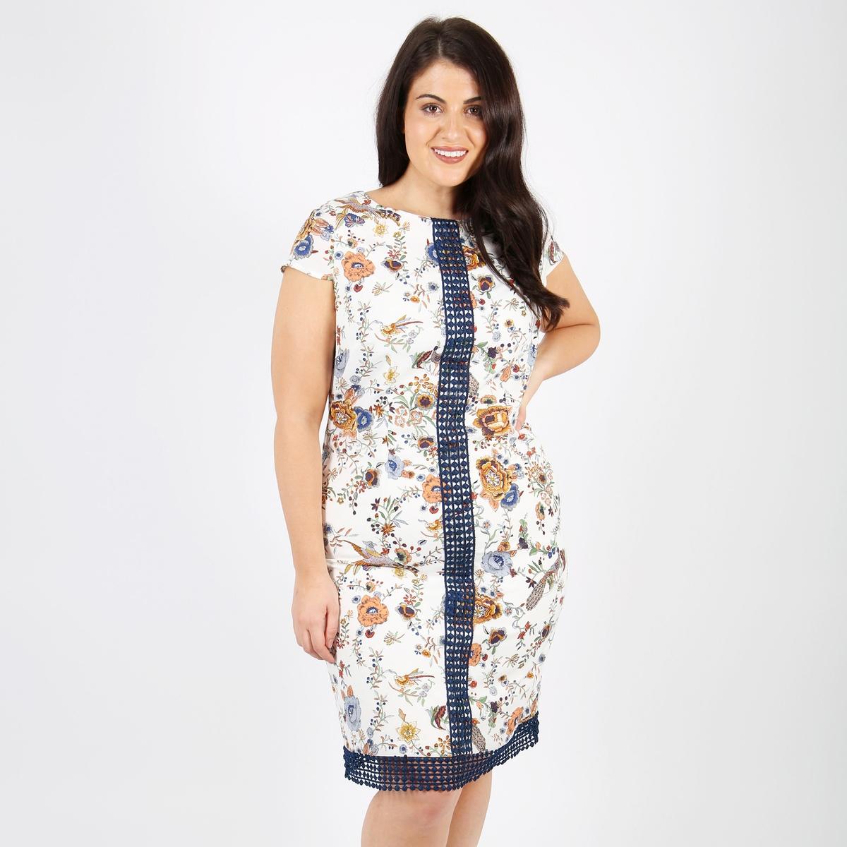 Платье прямое средней длины  рисунком  короткими рукавами