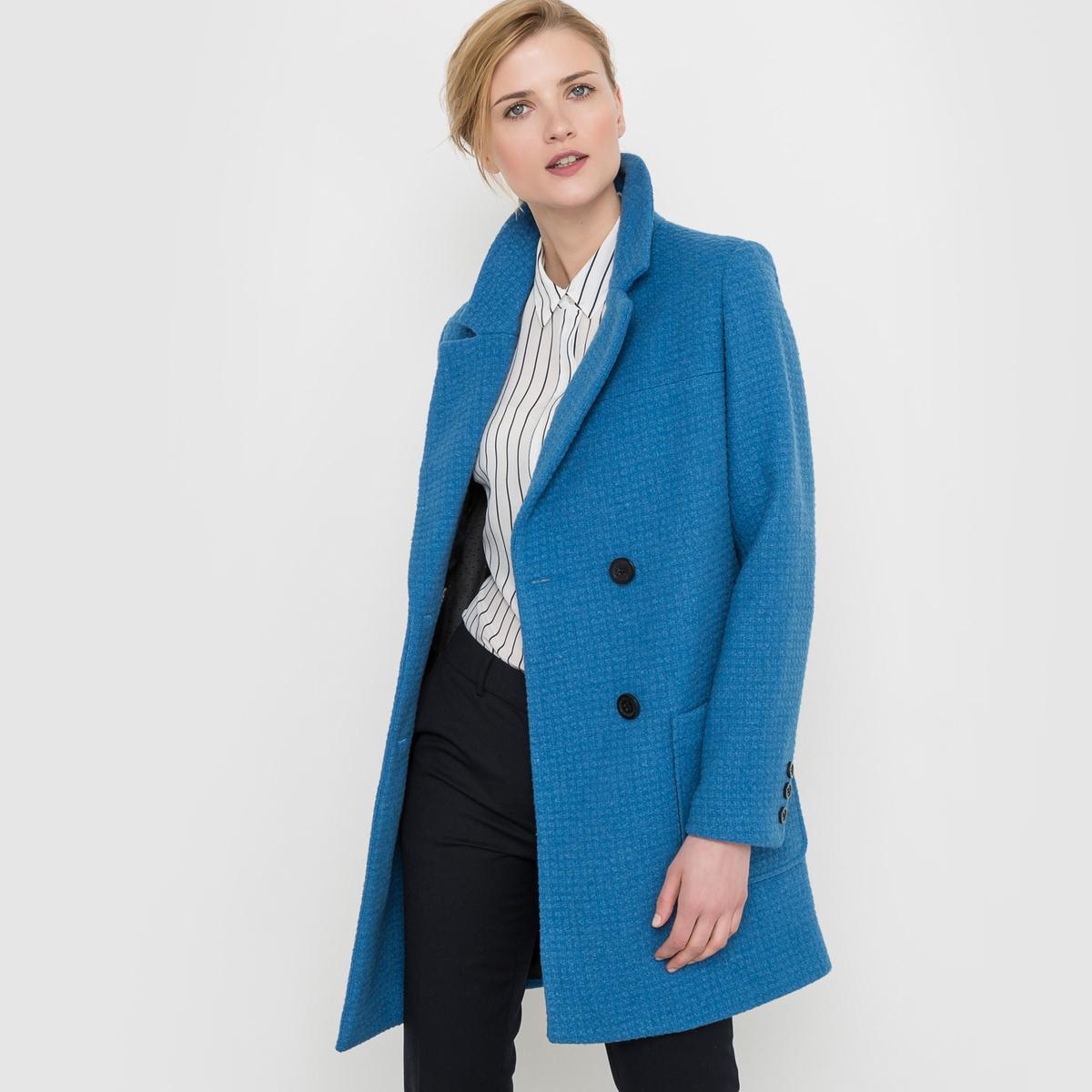Пальто рогожка драповое, 60% шерстиГолубое пальто. Пальто из шерстяного драпа с плетением рогожка. Прямой покрой, пиджачный воротник. Застёжка (перекрестная) на пуговицы. 2 больших накладных кармана. Манжеты на 3 пуговицах. На подкладке. Состав и описание:Марка: Atelier R.Длина: 89 см.Материал : драп 60% шерсти, 30% полиэстера, 10% других волокон. Подкладка: 100% полиэстера.Уход:- Сухая чистка.- Гладить при низкой температуре.<br><br>Цвет: синий<br>Размер: 48 (FR) - 54 (RUS).44 (FR) - 50 (RUS)