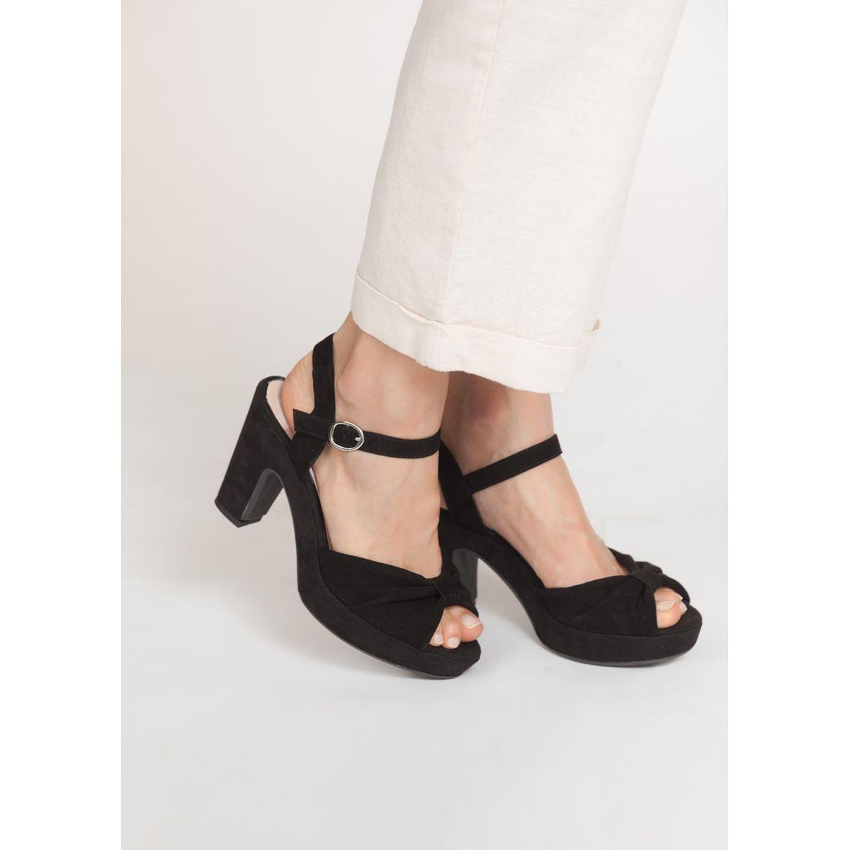 Sandales en daim brides plissées