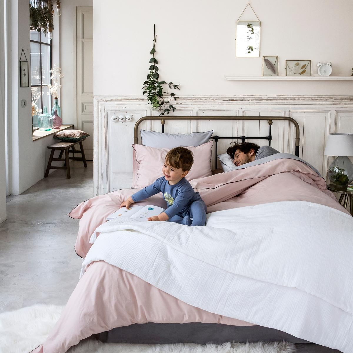 Одеяло однотонное из 100% хлопка, KUMLAОднотонное одеяло из 100% хлопка, Kumla. Мягкое одеяло Kumla создаст атмосферу уюта и комфорта в вашей спальне.Характеристики одеяла из 100% хлопка Kumla :Верх из 100% хлопка.Наполнитель из 100% полиэстера (120 г/м?).Вышивка крестиком в тон.4 помпона по краям одеяла.Машинная стирка при 30 °С.Соответствующий чехол для подушки и другую текстильную продукцию вы найдете на сайте laredoute.ruРазмеры :90 x 190 см150 x 150 смЗнак Oeko-Tex® гарантирует, что товары прошли проверку и были изготовлены без применения вредных для здоровья человека веществ.<br><br>Цвет: белый,розовый,серо-зеленый<br>Размер: 90 x 190  см.150 x 150  см