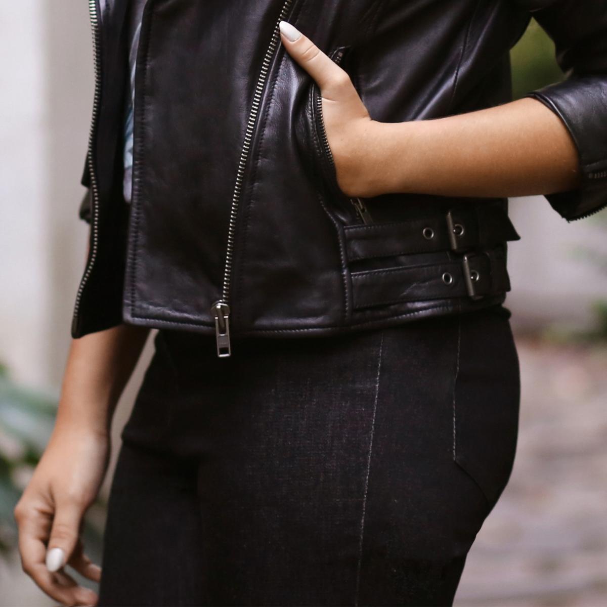 Джинсы скинни с высоким поясомEnjoyPh?nix продолжнает завоевывать мир моды и создает капсульную коллекцию для La Redoute. Самые стильные вещи сезона и модные украшения, олицетворяющие новое поколение, не представляющее своей жизни без общения!Джинсы скинни 5 карманов: 2 передних кармана + 1 часовой карман + 2 накладных задних кармана. Высокий пояс. Пояс со шлевками, планка завтежки на молнию.Состав и описание :Основной материал  : 98% хлопка, 2% эластанаДлина по внутр. шву : 80 см  Ширина по низу : 14,5 см    Марка : EnjoyPh?nixУход :Стирка при 30°, на деликатном режиме Отбеливание запрещеноГладить при умеренной температуреСухая чистка запрещена  Сушка в барабане запрещена<br><br>Цвет: черный<br>Размер: 38 (FR) - 44 (RUS)