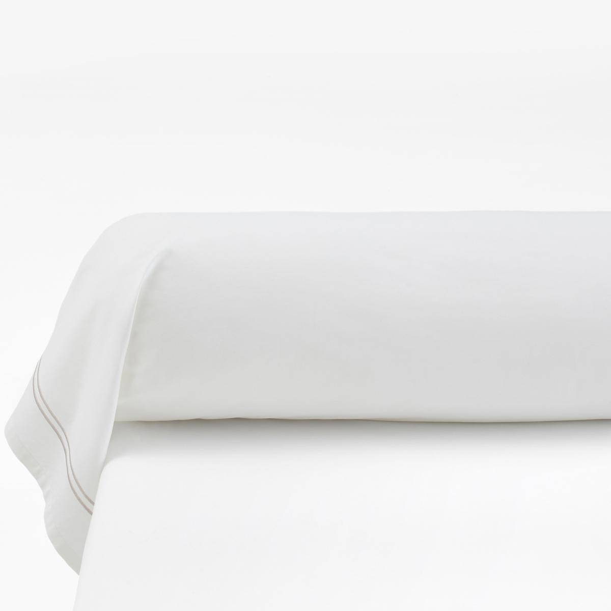 Наволочка на подушку-валик из хлопковой перкали, PalacePalace :Постельное белье, сочетающее простоту и шик двойного контрастного канта светло-серого цвета на однотонном белом или сером фоне  .Характеристики наволочек на подушку-валик Palace : - Перкаль, 100% хлопка - настоящий люкс для вашей спальни. Роскошная ткань с очень плотным переплетением нитей (80 нитей/см?), сотканная из длинных хлопковых волокон   . Чем плотнее переплетение нитей/см?, тем выше качество материала.На подушку-валик: двойной кант по краям  .- Машинная стирка при 60°, легко гладить..Знак Oeko-Tex® гарантирует отсутствие вредных для здоровья человека веществ в протестированных и сертифицированных изделиях.Размеры :85 x 185 см : Наволочка на подушку-валик   .Найдите комплект постельного белья по названию Palace<br><br>Цвет: белый,темно-серый