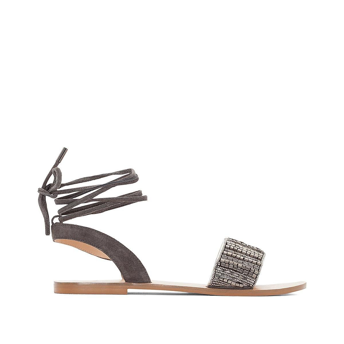 Босоножки кожаные с бусинами на плоском каблуке