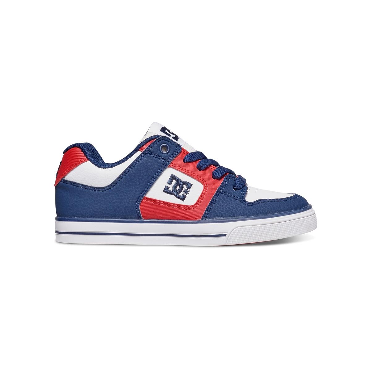Кеды низкие DC SHOES PURE B SHOE XKRWКеды низкие кожаные, на шнуровке, PURE B SHOE XKRW от DC SHOES.Верх: телячья кожаПодкладка: текстильСтелька: текстиль Подошва : каучукЗастежка : шнуровкаМарка DC Shoes, появившаяся в 1994 году,  позиционирует себя, как королева скольжения и создает стильные и технологичные коллекции для скейтборда, серфинга, сноуборда и даже для велосипедного мотокросса, мотоспорта и экстремальных видов спорта. В своих коллекциях она предлагает модную городскую обувь, невероятно легкую и как всегда с калифорнийским колоритом! Прочная подошва устойчива к износу и истиранию : дополнительное преимущество для занятий скейтбордингом !<br><br>Цвет: синий/красный/белый<br>Размер: 28